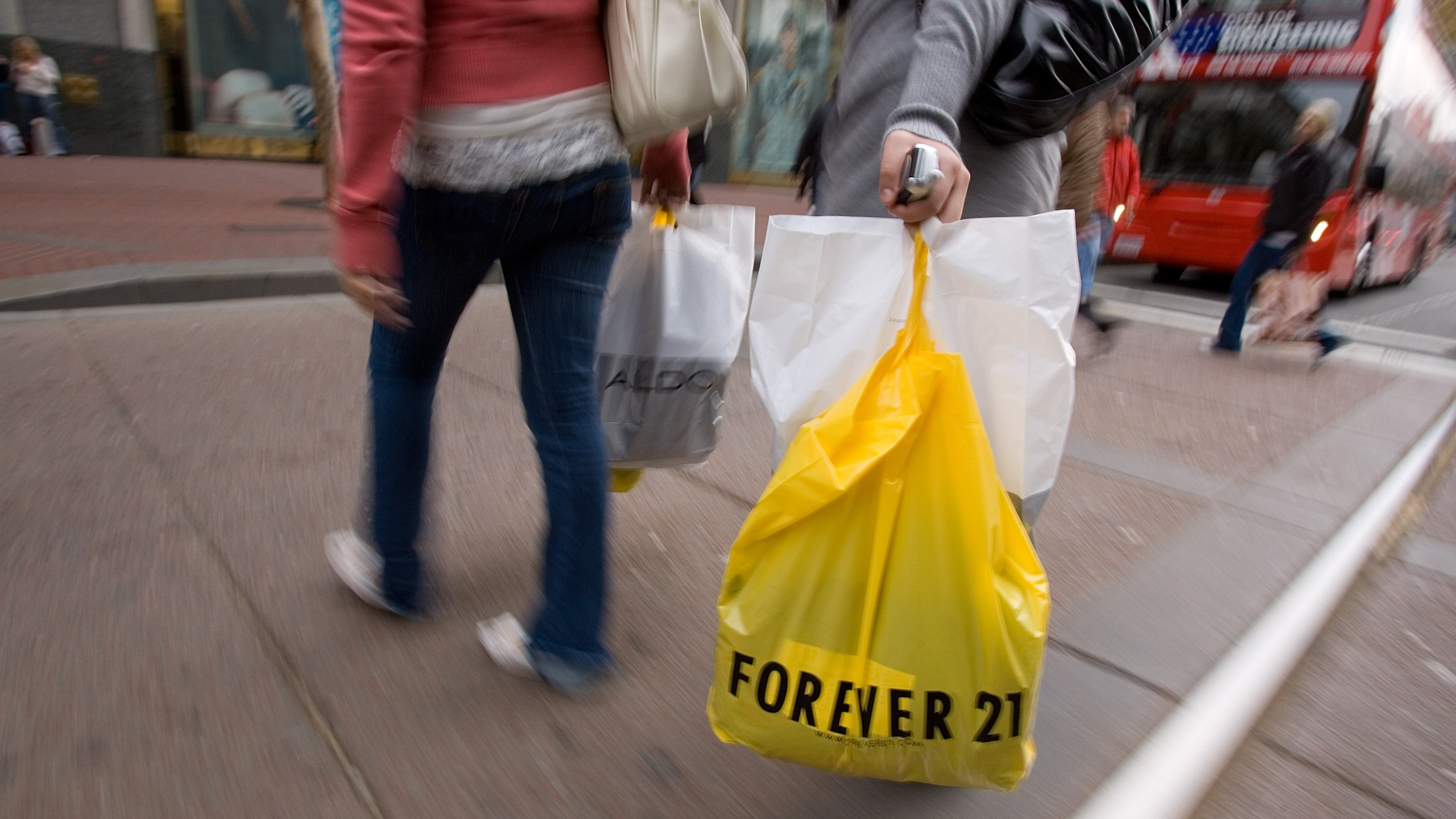 A shopper holding a Forever 21 bag walks in downtown San Francisco on Dec. 27, 2007. (Credit: David Paul Morris/Getty Images)