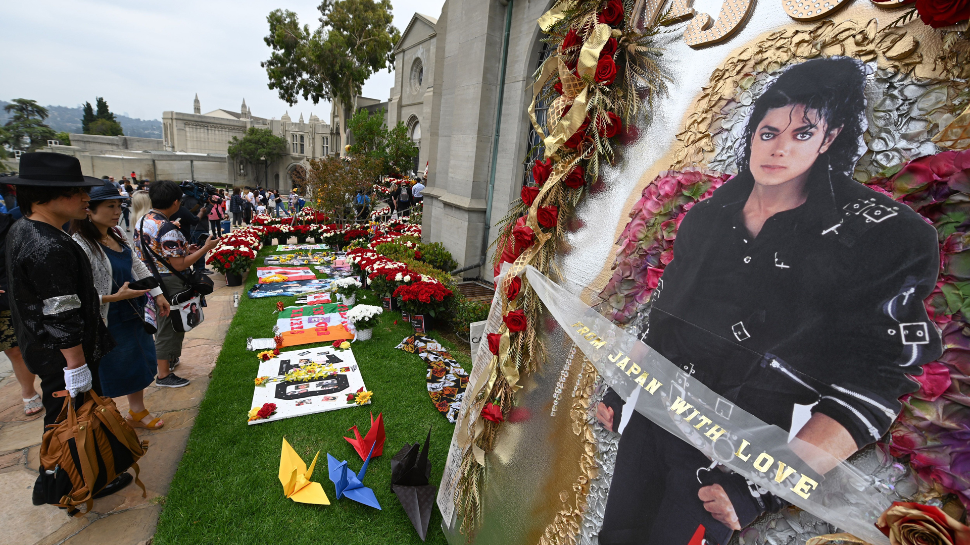 Fans visit Michael Jackson's mausoleum at Forest Lawn Cemetery in Glendale, California on June 25, 2019, the 10th anniversary of the King of Pop's death. (Credit: Robyn Beck/AFP/Getty Images)