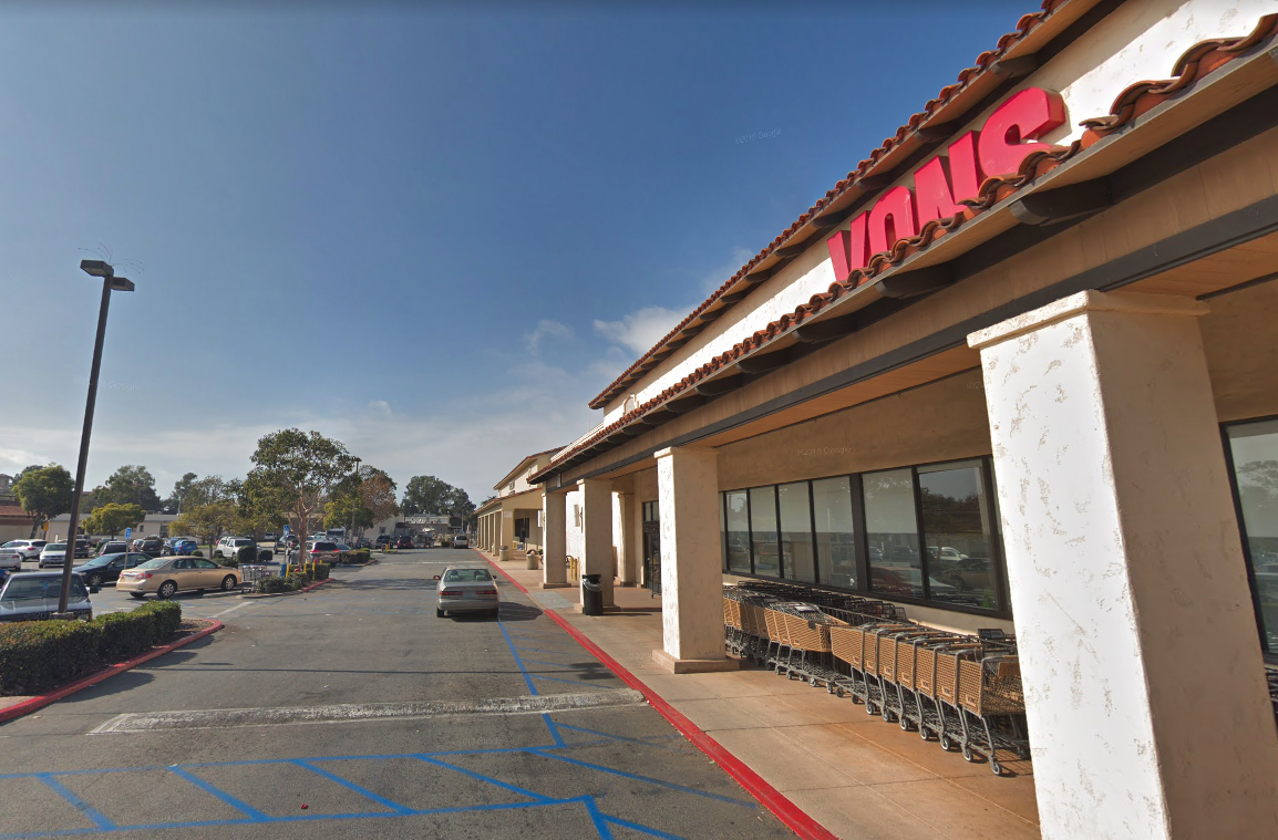 A Vons supermarket along Main Street in Ventura is shown in a Street View image from Google Maps.