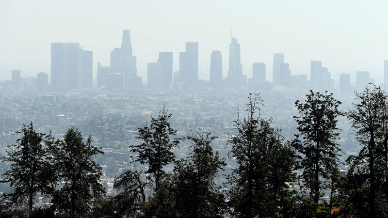 Smog hangs over downtown Los Angeles in a 2018 file photo. (Credit: Wally Skalij / Los Angeles Times)