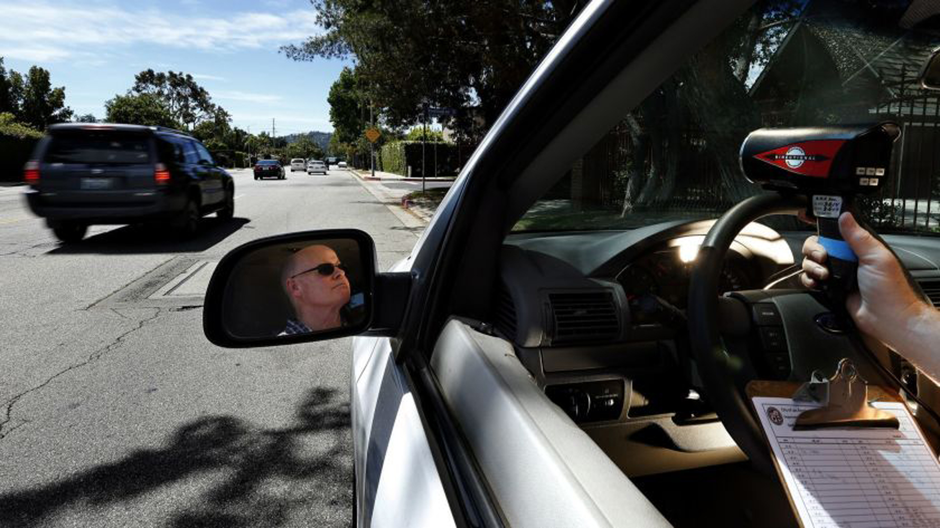 California law requires current speed limits on every street where police use laser and radar guns. Above, a Los Angeles Department of Transportation employee uses a laser gun to measure driver speeds in the San Fernando Valley.(Credit: Mel Melcon / Los Angeles Times)