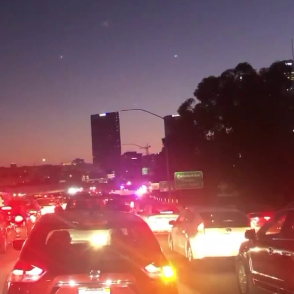 Congestion on the 110 Freeway in downtown Los Angeles resulted from a deadly incident on Aug. 24, 2019. (Credit: KTLA)