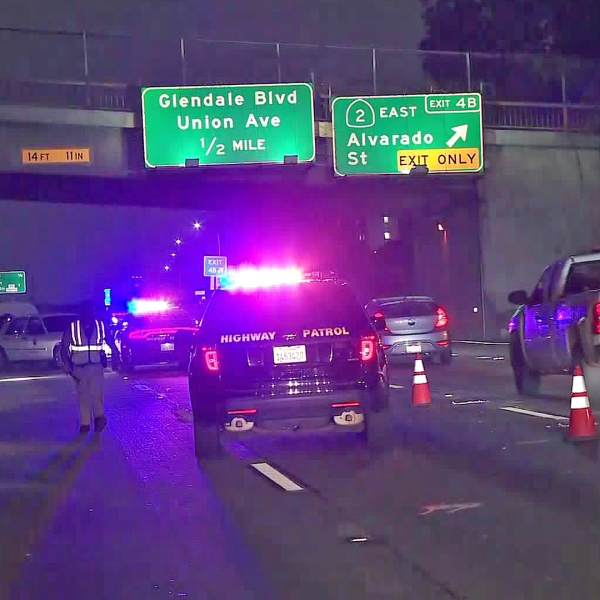 Authorities investigate a fatal crash on the 101 Freeway in Echo Park on Aug. 23, 2019. (Credit: KTLA)