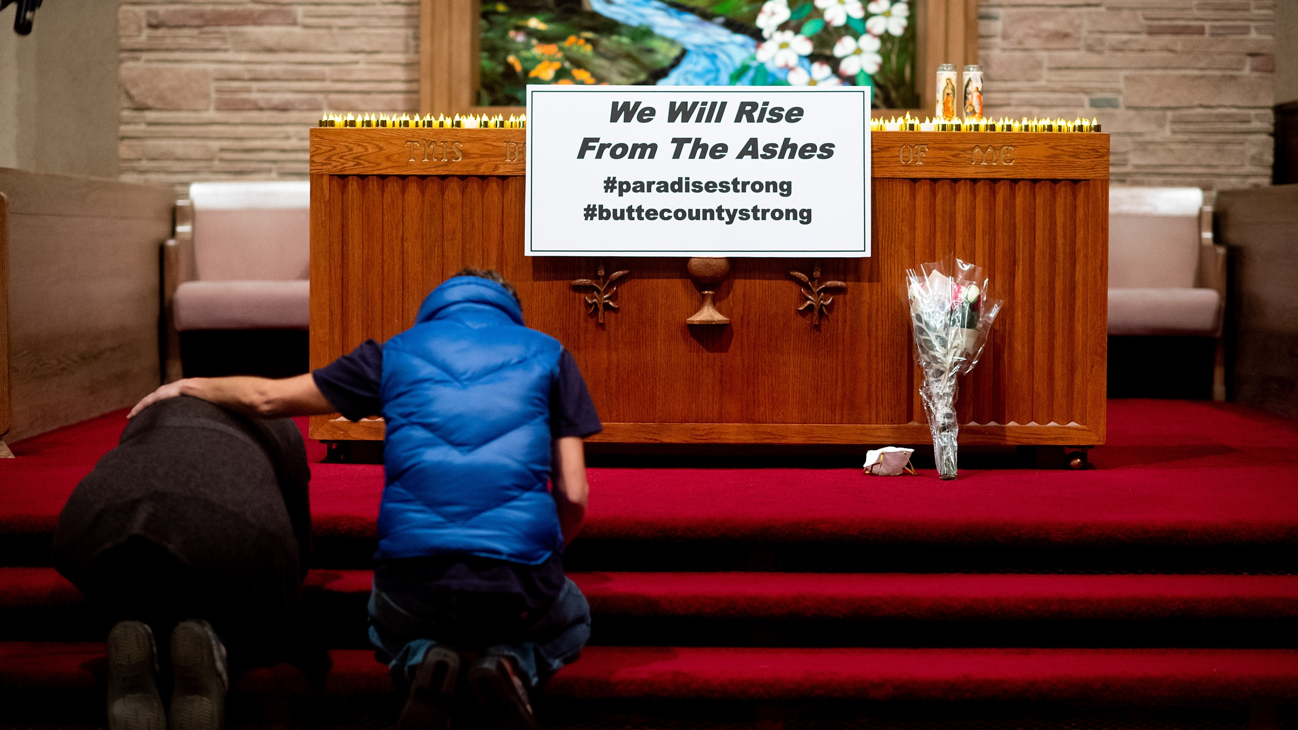 Mourners pray during a vigil for Camp Fire victims at the First Christian Church of Chico on Nov. 18, 2018, in Chico, Calif. (Credit: Noah Berger-Pool/Getty Images)