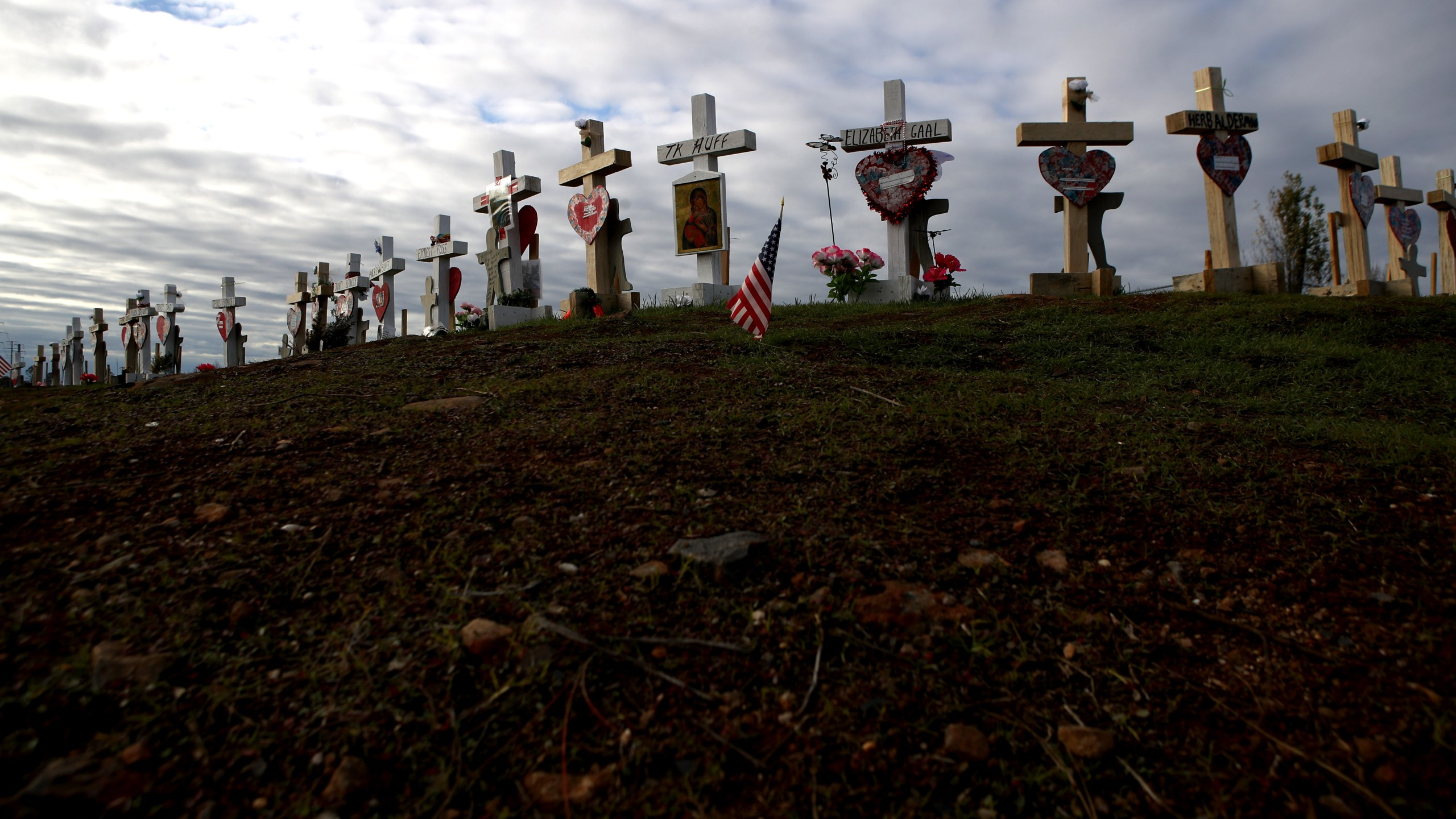 A memorial of wooden crosses line the side of a road in Paradise on Feb. 11, 2019, in honor of those who lost their lives during the Camp Fire. (Credit: Justin Sullivan / Getty Images)