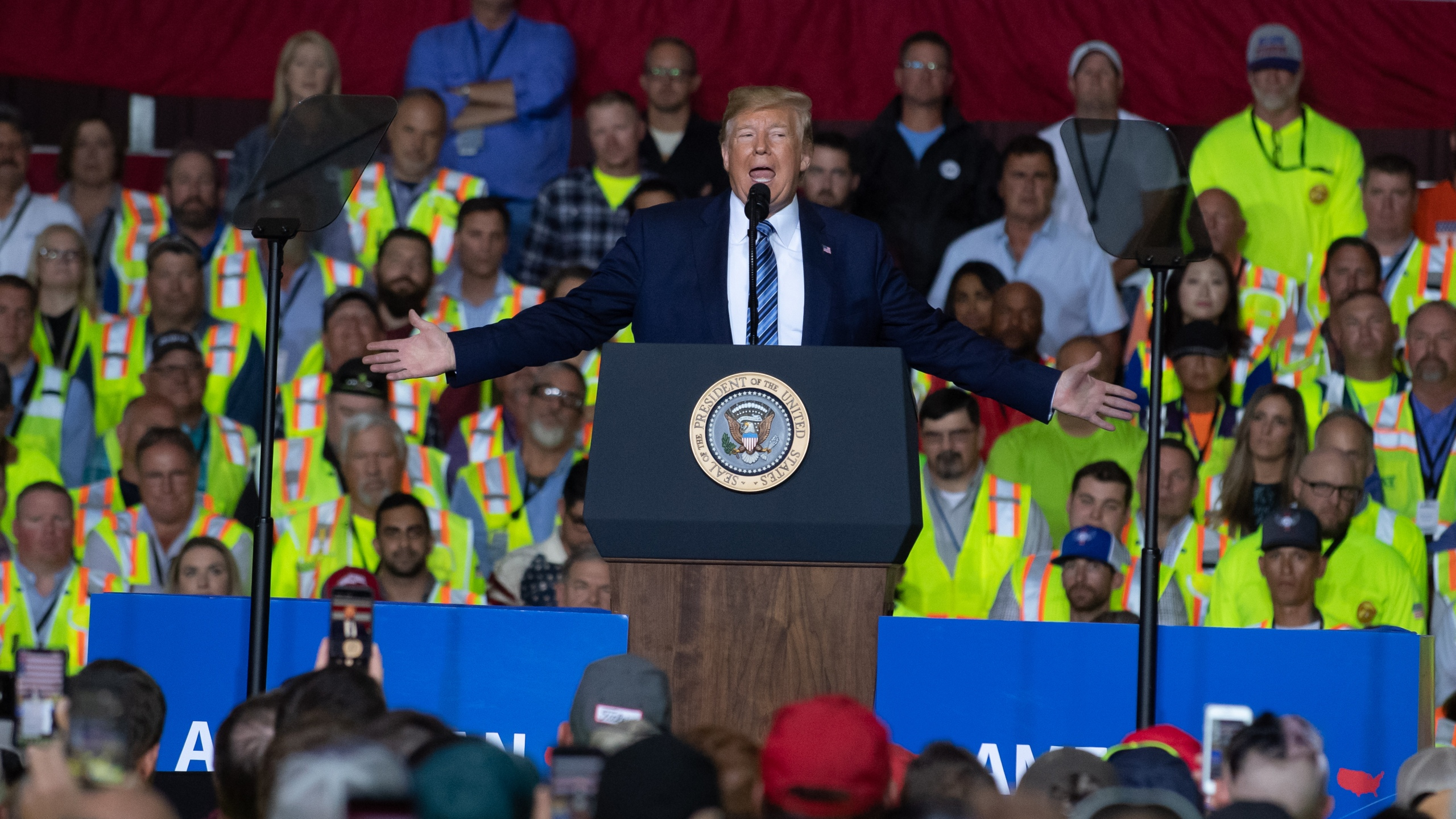 President Donald Trump speaks to 5000 contractors at the Shell Chemicals Petrochemical Complex on August 13, 2019 in Monaca, Pennsylvania. (Credit: Jeff Swensen/Getty Images)