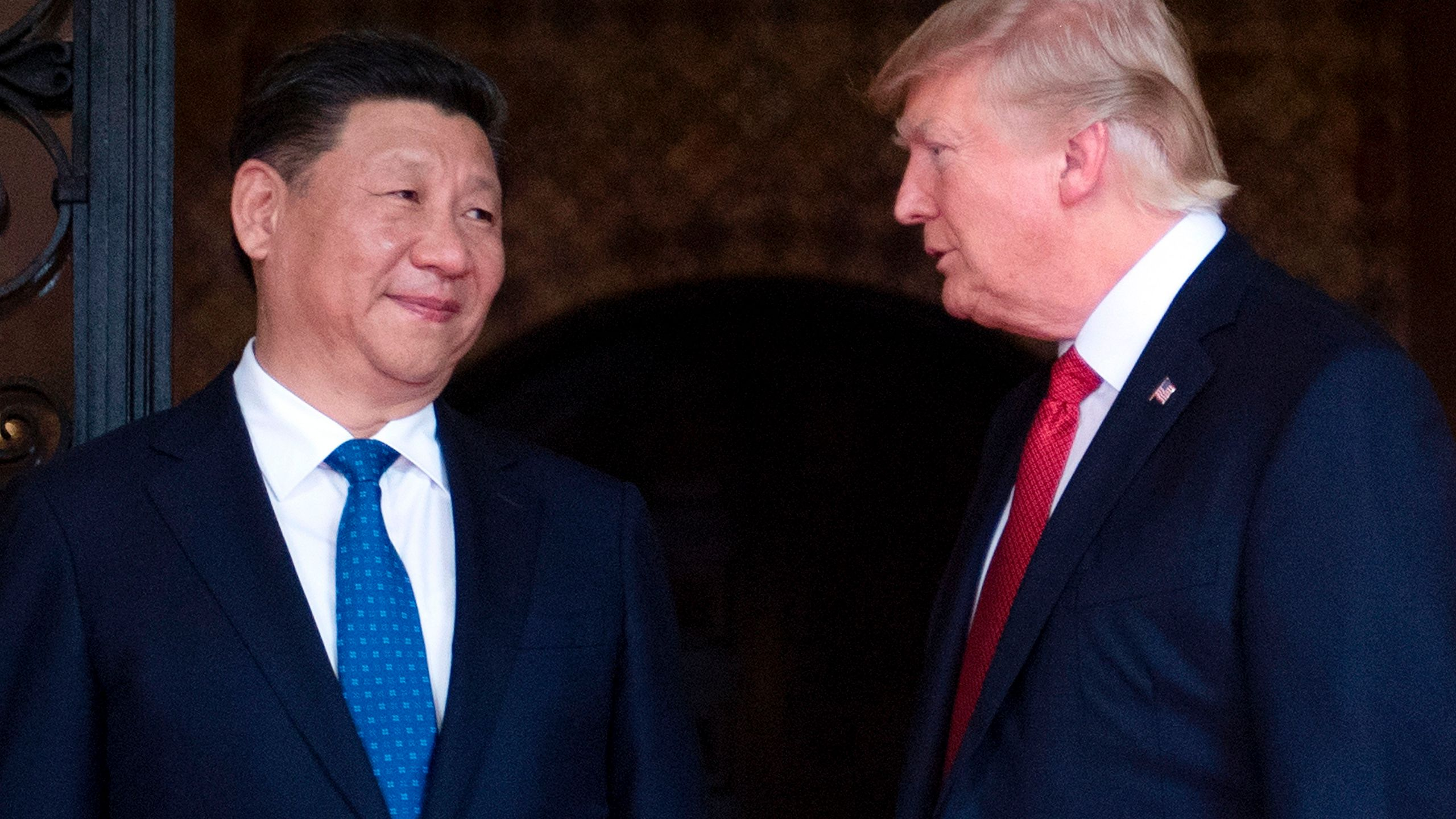 US President Donald Trump (R) welcomes Chinese President Xi Jinping (L) to the Mar-a-Lago estate in West Palm Beach, Florida, on April 6, 2017. (Credit: JIM WATSON/AFP/Getty Images)