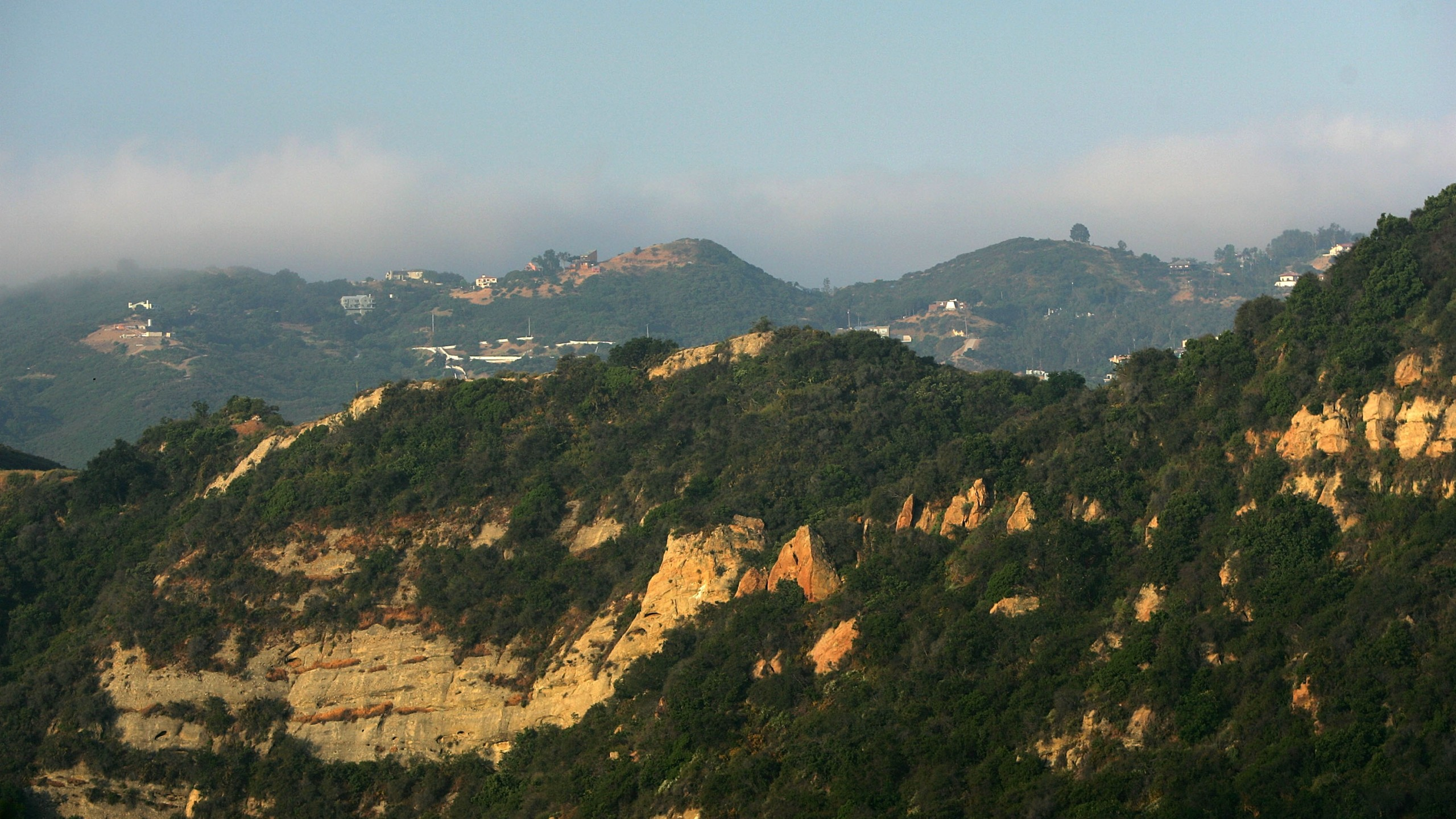 The hills above Santa Ynez Canyon in Topanga State Park are seen on May 21, 2008. (Credit: David McNew/Getty Images)