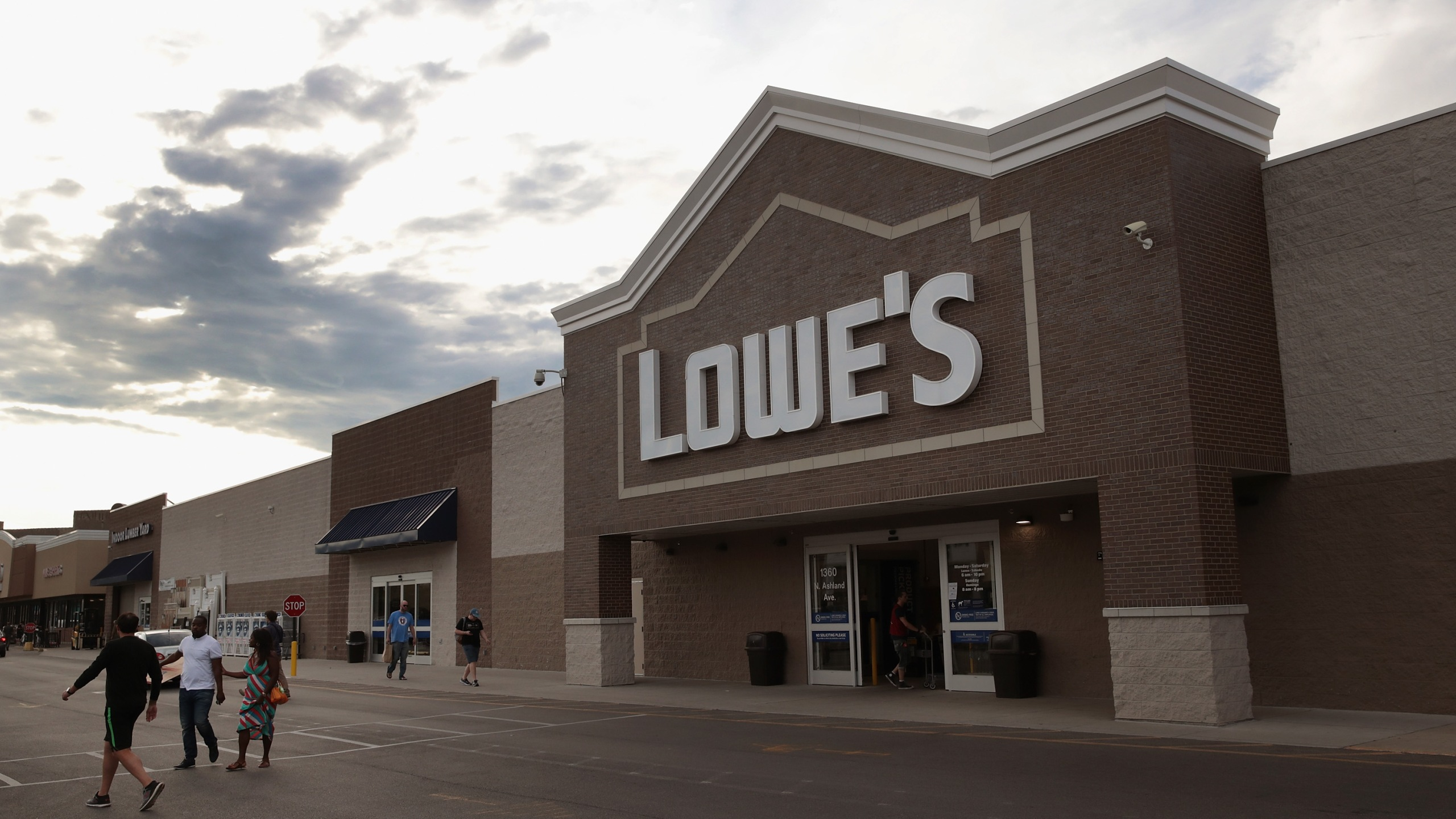 A Lowe's home improvement store is seen on July 25, 2017, in Chicago, Illinois. (Credit: Scott Olson/Getty Images)
