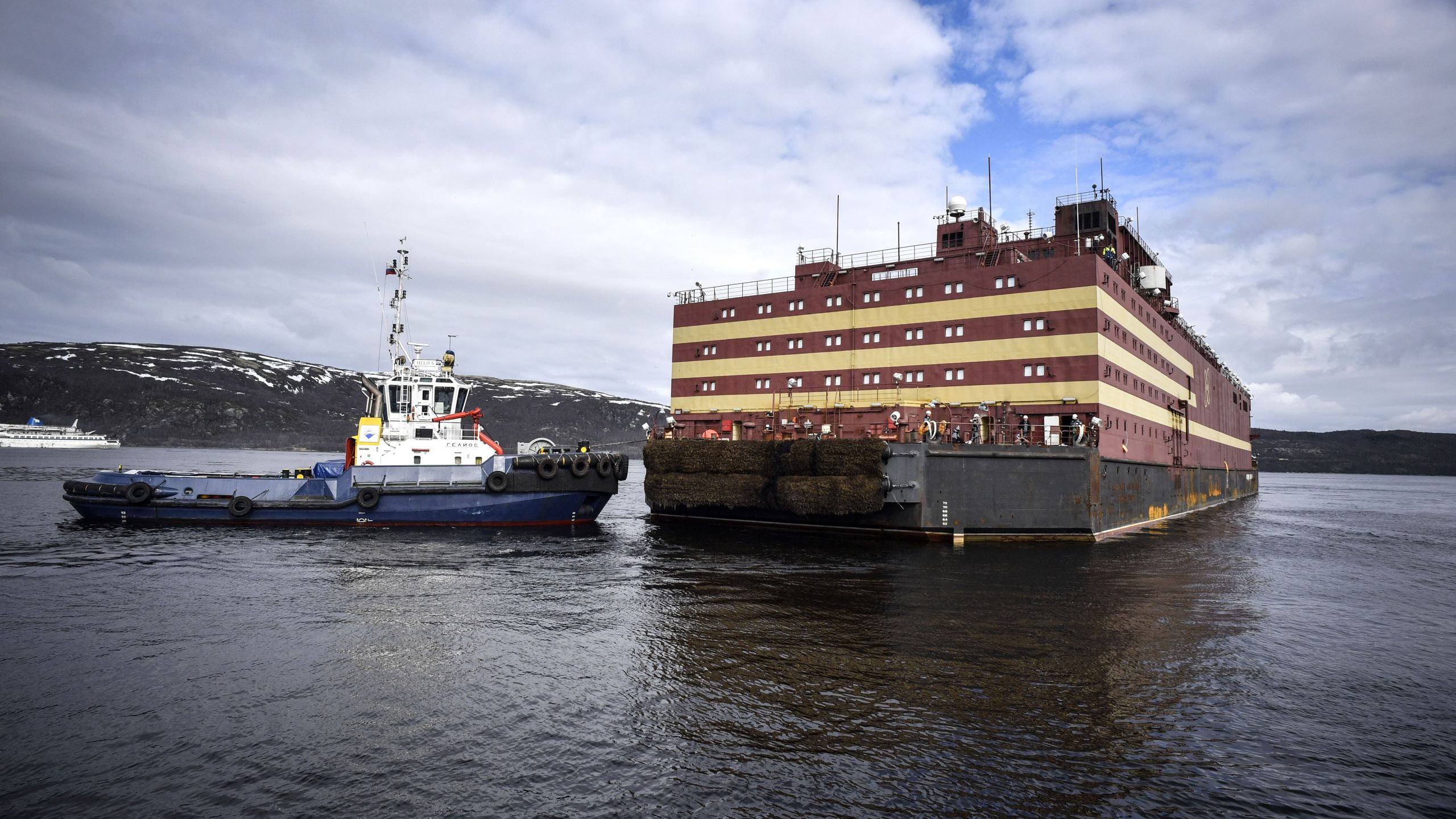 Floating power unit (FPU) Akademik Lomonosov is being towed to Atomflot moorage of the Russian northern port city of Murmansk on May 19, 2018. (Credit: ALEXANDER NEMENOV/AFP/Getty Images)