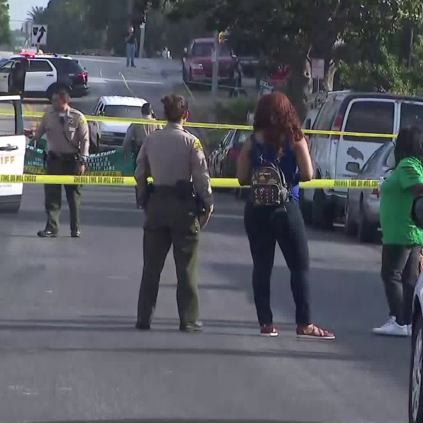 Los Angeles County sheriff's deputies investigate a shooting involving one of its officers in South L.A.'s Hyde Park neighborhood on Aug. 1, 2019. (Credit: KTLA)