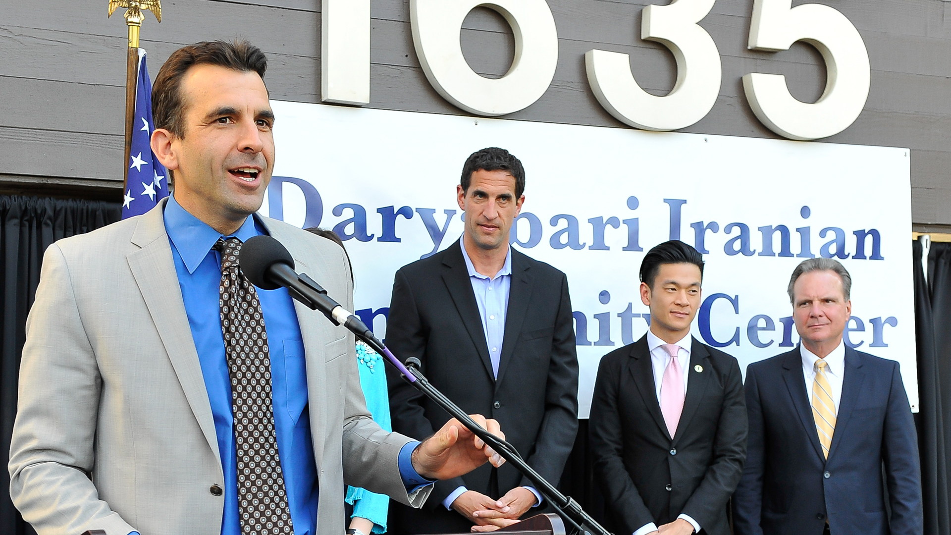 Mayor Sam Liccardo, left, speaks during an event in San Jose on April 16, 2015.. (Credit: Steve Jennings/Getty Images for PARS EQUALITY CENTER)