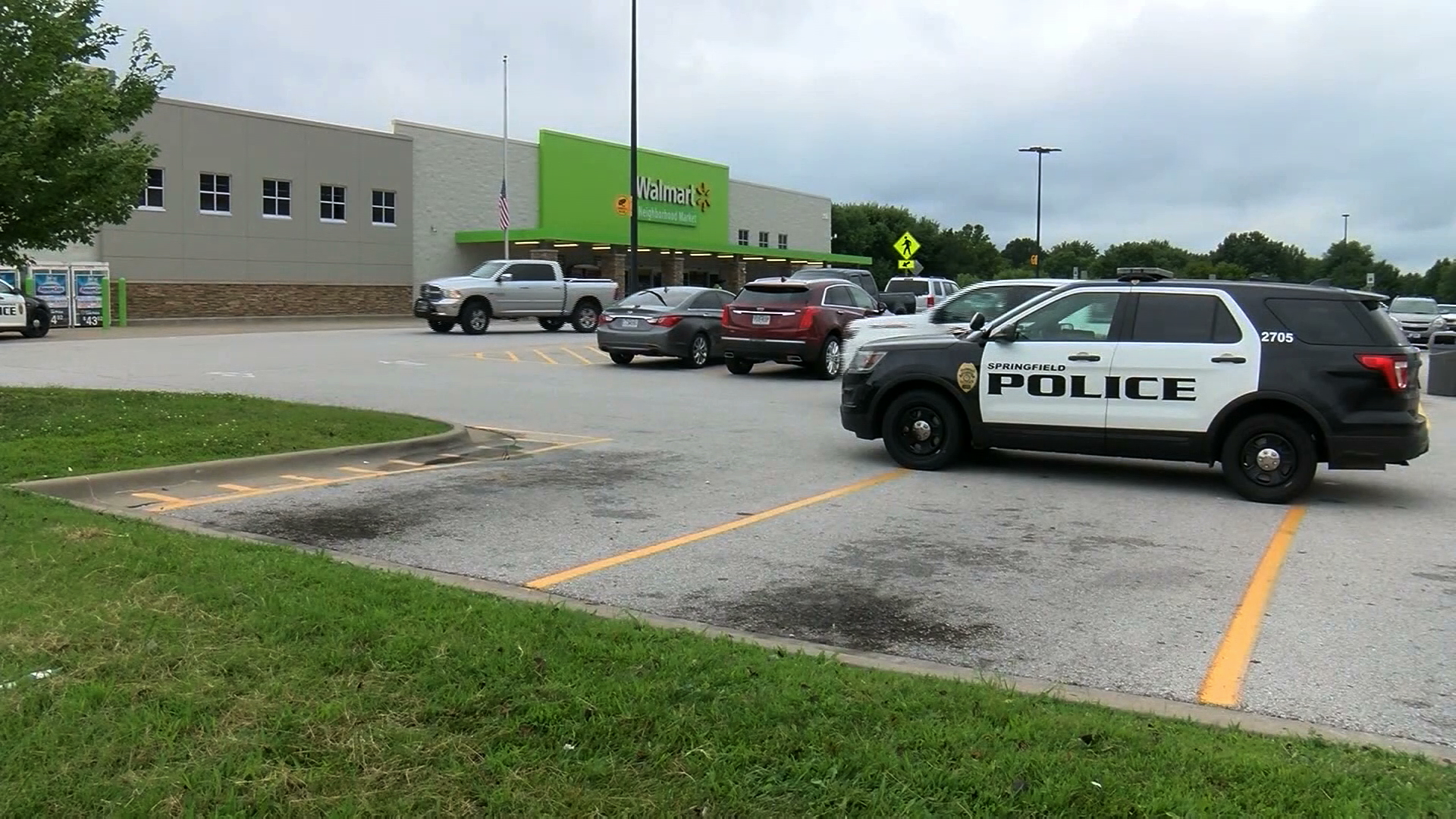 Police respond to a Walmart in Springfield, Missouri, where an armed man was arrested on Aug. 8, 2019. (Credit: KOLR via CNN)