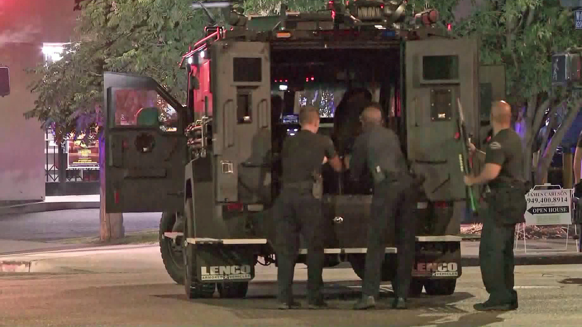 SWAT officers arrived to a barricade situation in Reseda on Aug. 28, 2019. (Credit: KTLA)