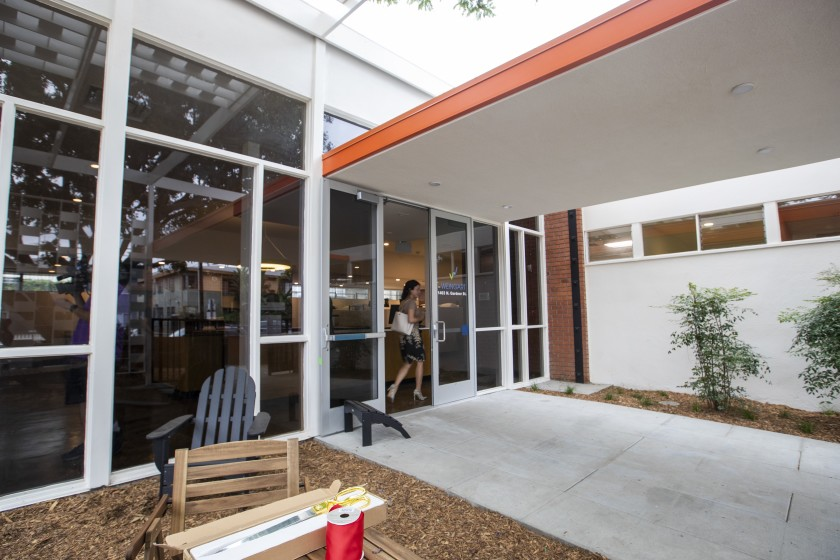 The courtyard of the Gardner Street Women's Bridge Housing Center is seen in Hollywood in September 2019. (Credit: Brian van der Brug / Los Angeles Times)