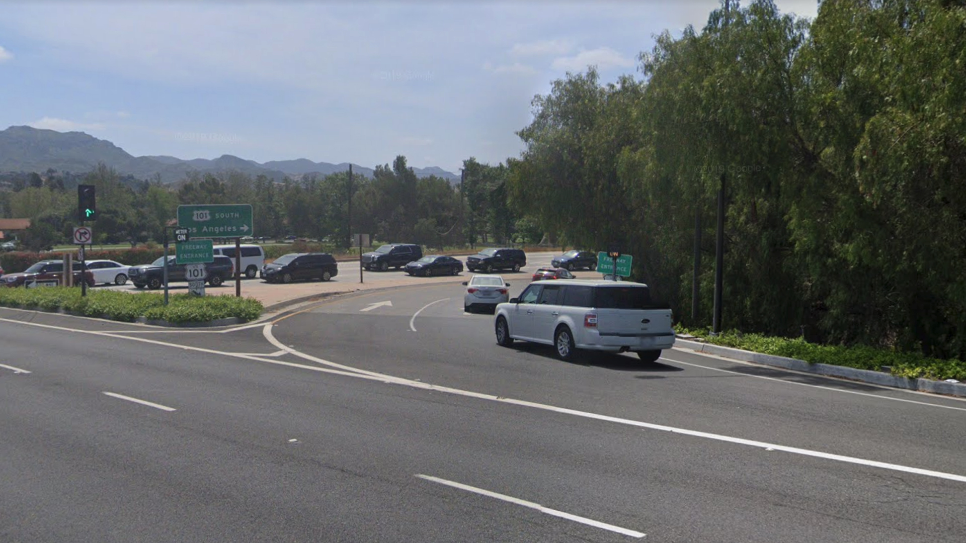 The Lindero Canyon Road onramp to the southbound 101 Freeway in Westlake Village, as viewed in a Google Street View image.