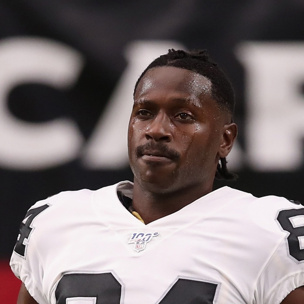 Wide receiver Antonio Brown #84 of the Oakland Raiders warms up before the NFL preseason game against the Arizona Cardinals at State Farm Stadium on August 15, 2019 in Glendale, Arizona. (Credit: Christian Petersen/Getty Images)