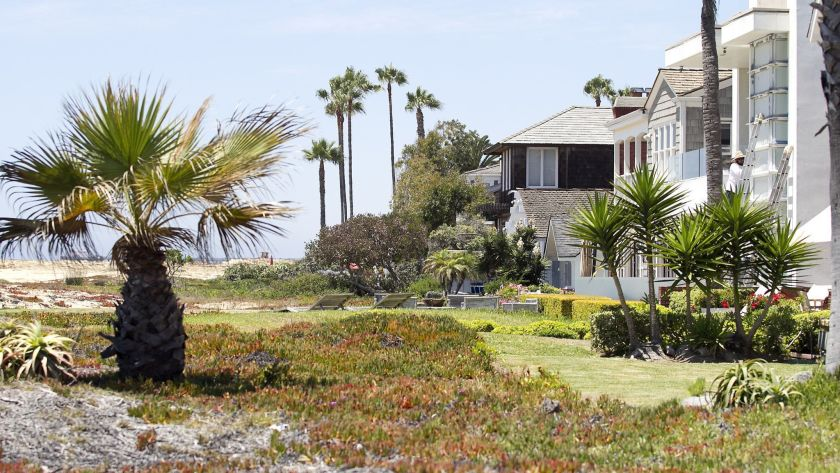 Properties with beach encroachments are seen on the Balboa Peninsula in 2016.(Credit: Don Leach / Daily Pilot via Los Angeles Times)