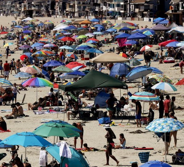 Southern California beaches were expected to be crowded Saturday as a heat wave bakes the region.(Credit: Luis Sinco / Los Angeles Times)