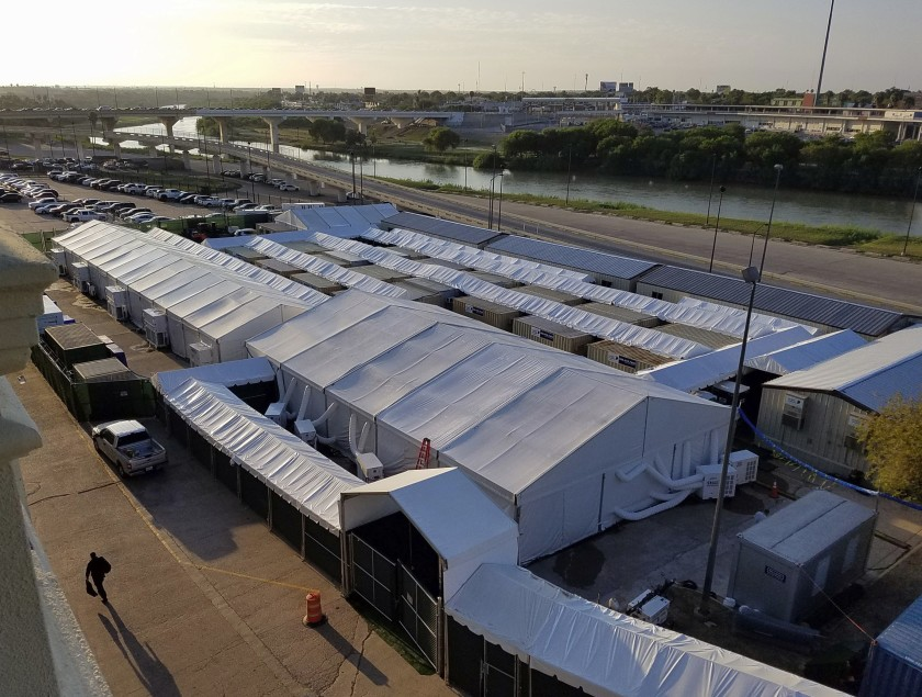 Trump Administration Bars Access To Immigration Courts In Tents On Texas Border With Mexico Ktla