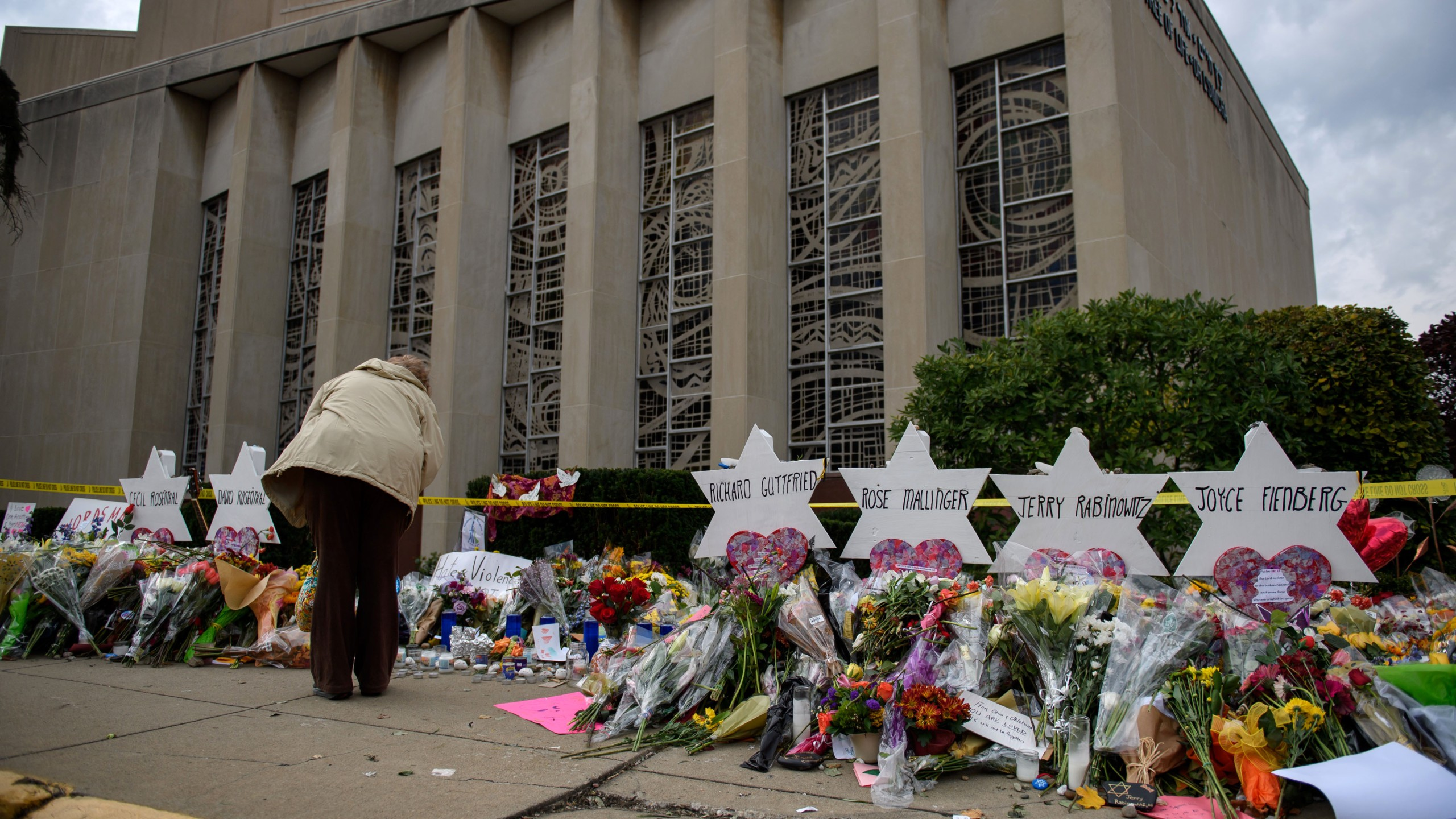 Mourners visit the memorial outside the Tree of Life Synagogue in Pittsburgh on Oct. 31, 2018. (Credit: Jeff Swensen/Getty Images)