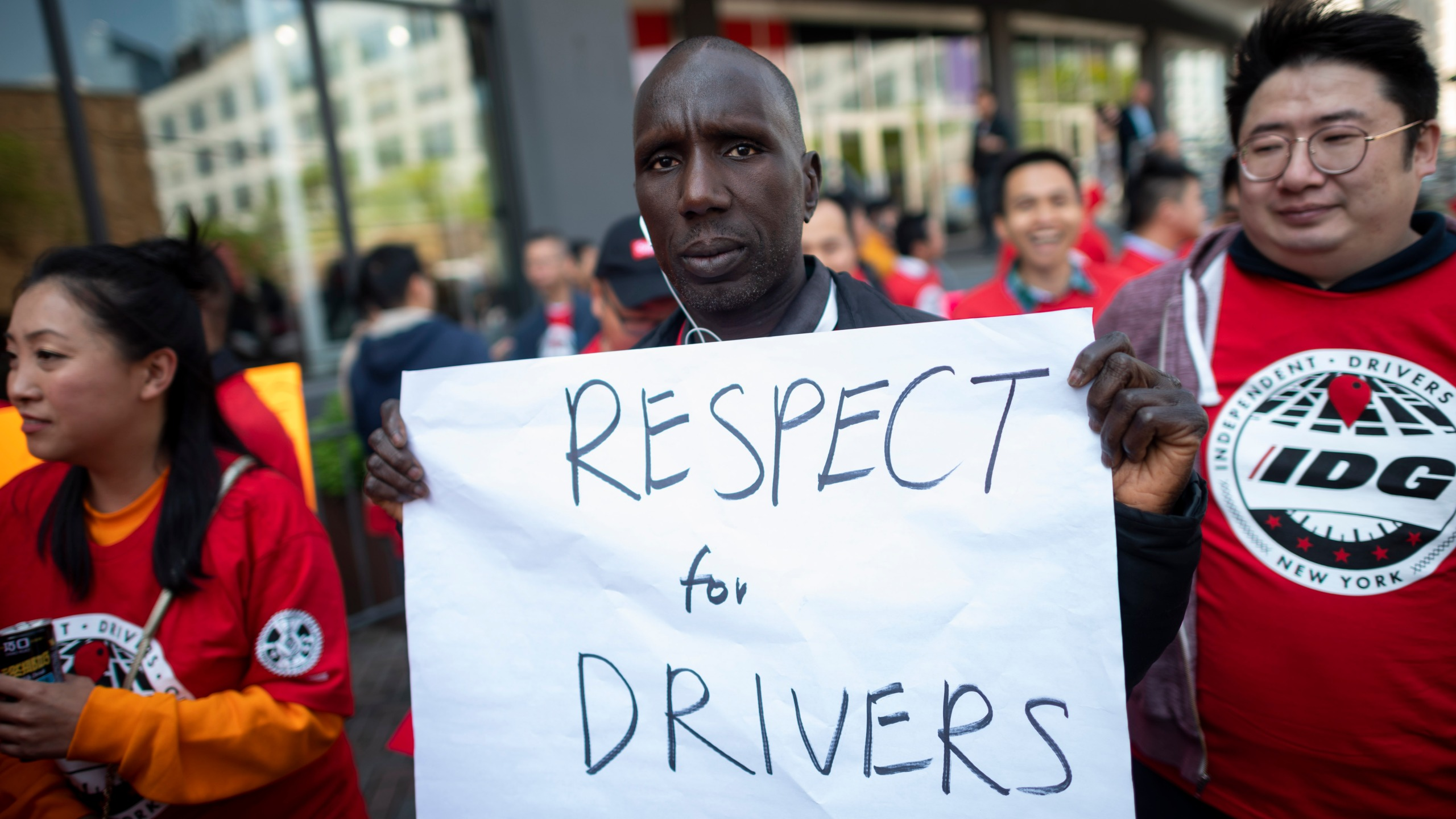 Members of the Independent Drivers Guild take part on the solidarity rally in support of drivers at the Uber and Lyft New York City Headquaters on May 8, 2019. (Credit: JOHANNES EISELE/AFP/Getty Images)