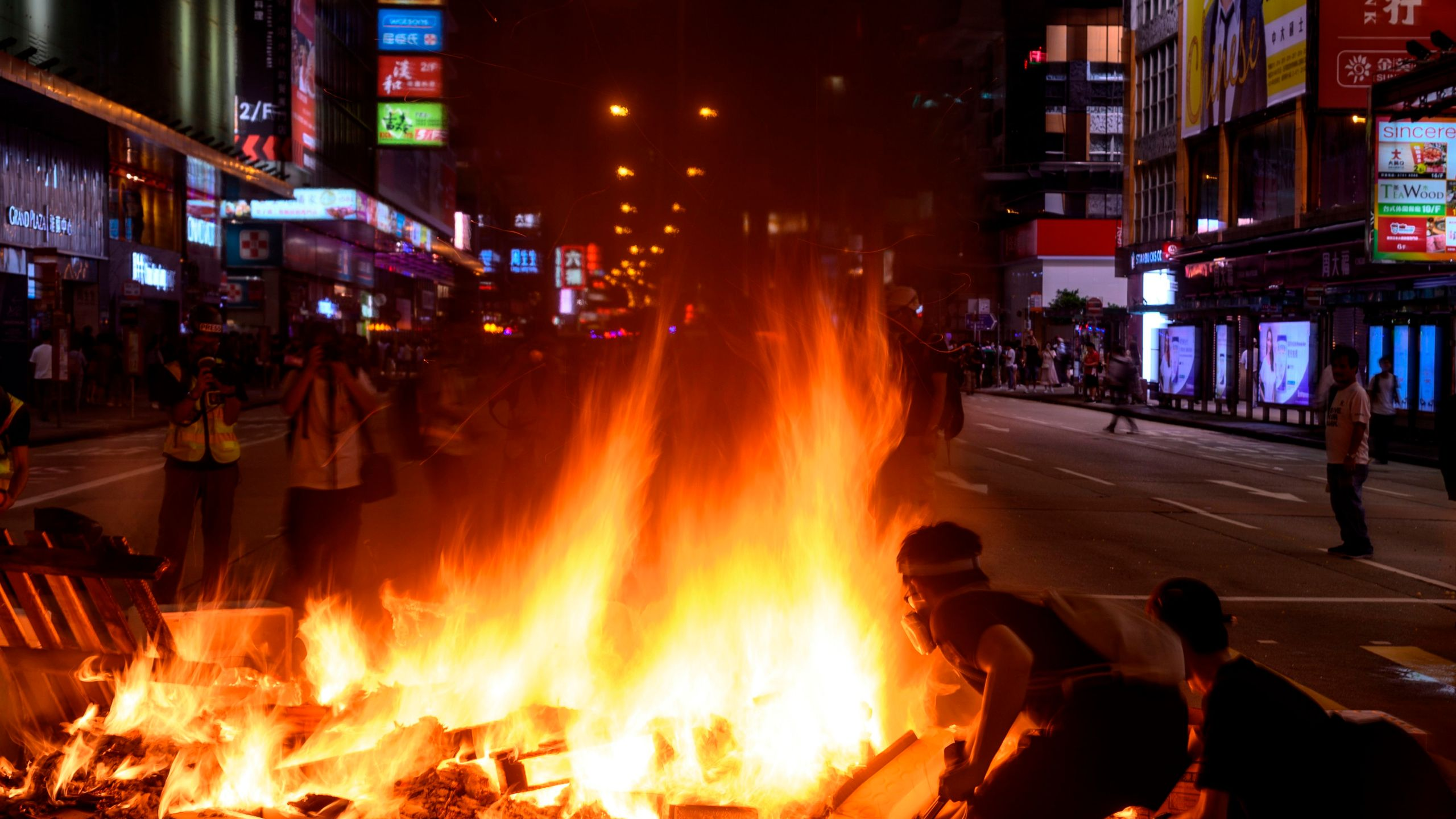 Protesters burn barricades during a protest at Mong Kok district in Hong Kong on September 6, 2019. (Credit: PHILIP FONG/AFP/Getty Images)