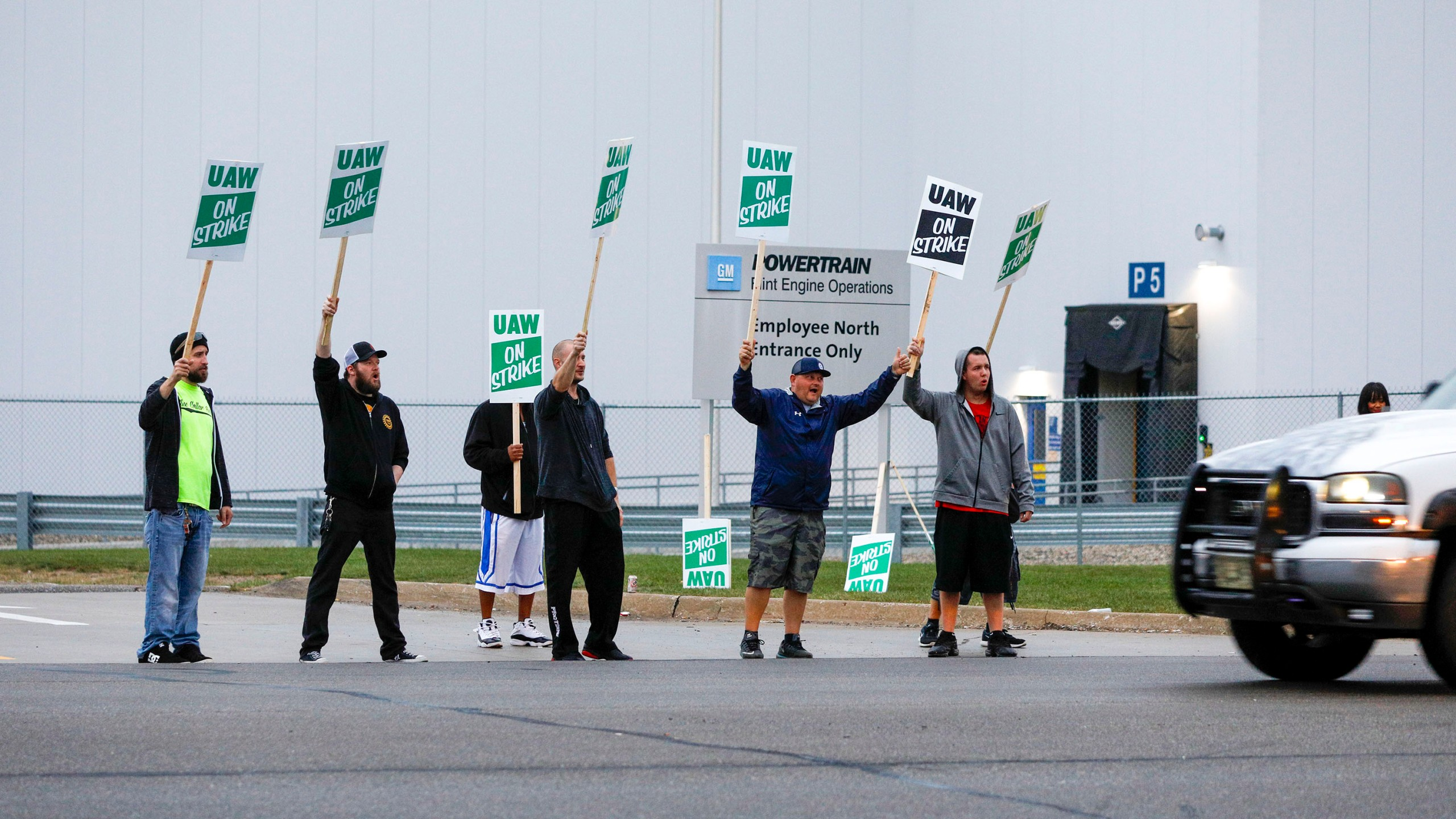 United Auto Workers members picket at a gate at the General Motors Flint Assembly Plant after the UAW declared a national strike against GM at midnight on Sept. 16, 2019 in Flint, Michigan. (Credit: Bill Pugliano/Getty Images)