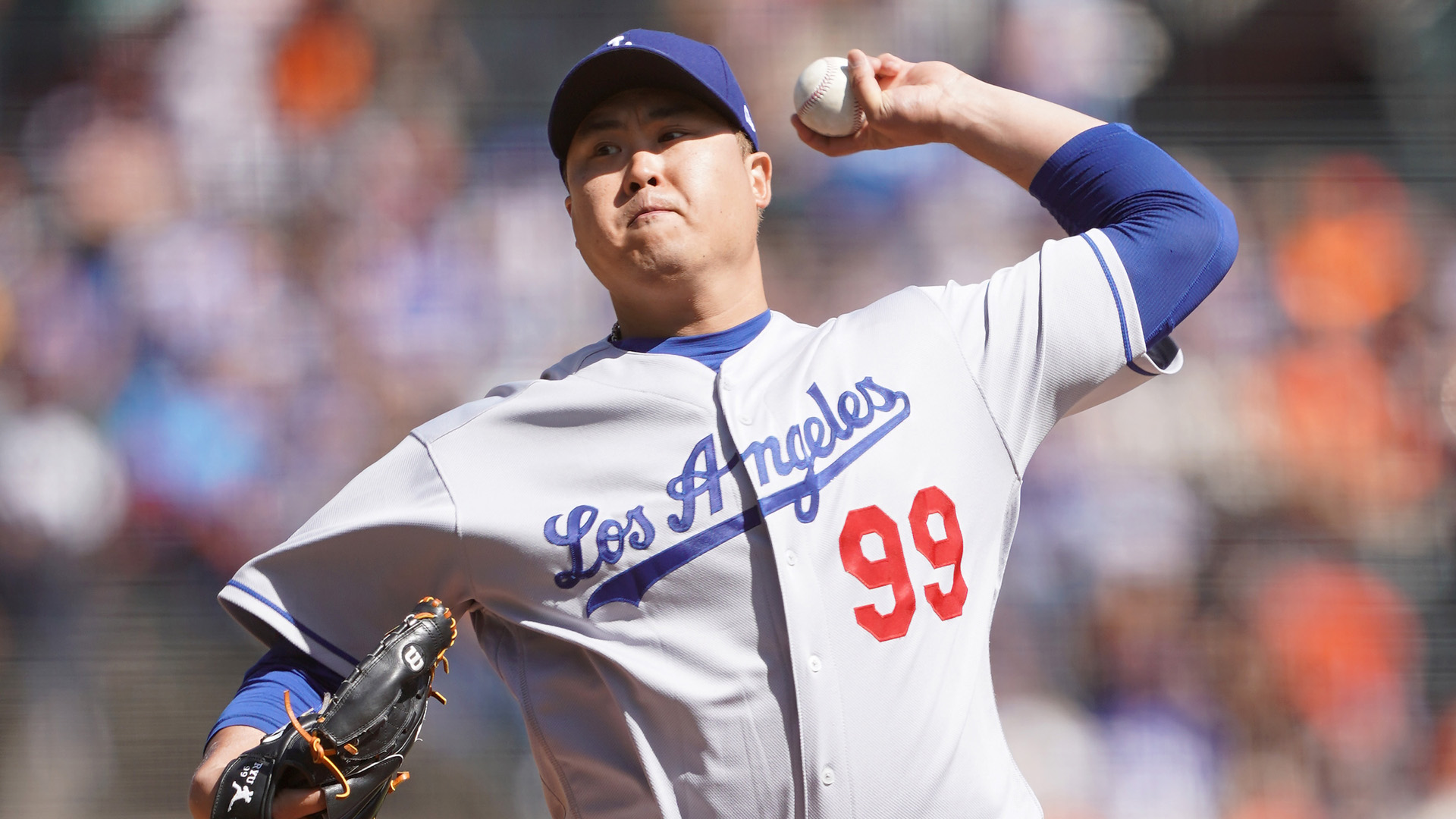 Hyun-Jin Ryu #99 of the Los Angeles Dodgers pitches against the San Francisco Giants at Oracle Park on September 28, 2019 in San Francisco, California. (Credit: Thearon W. Henderson/Getty Images)