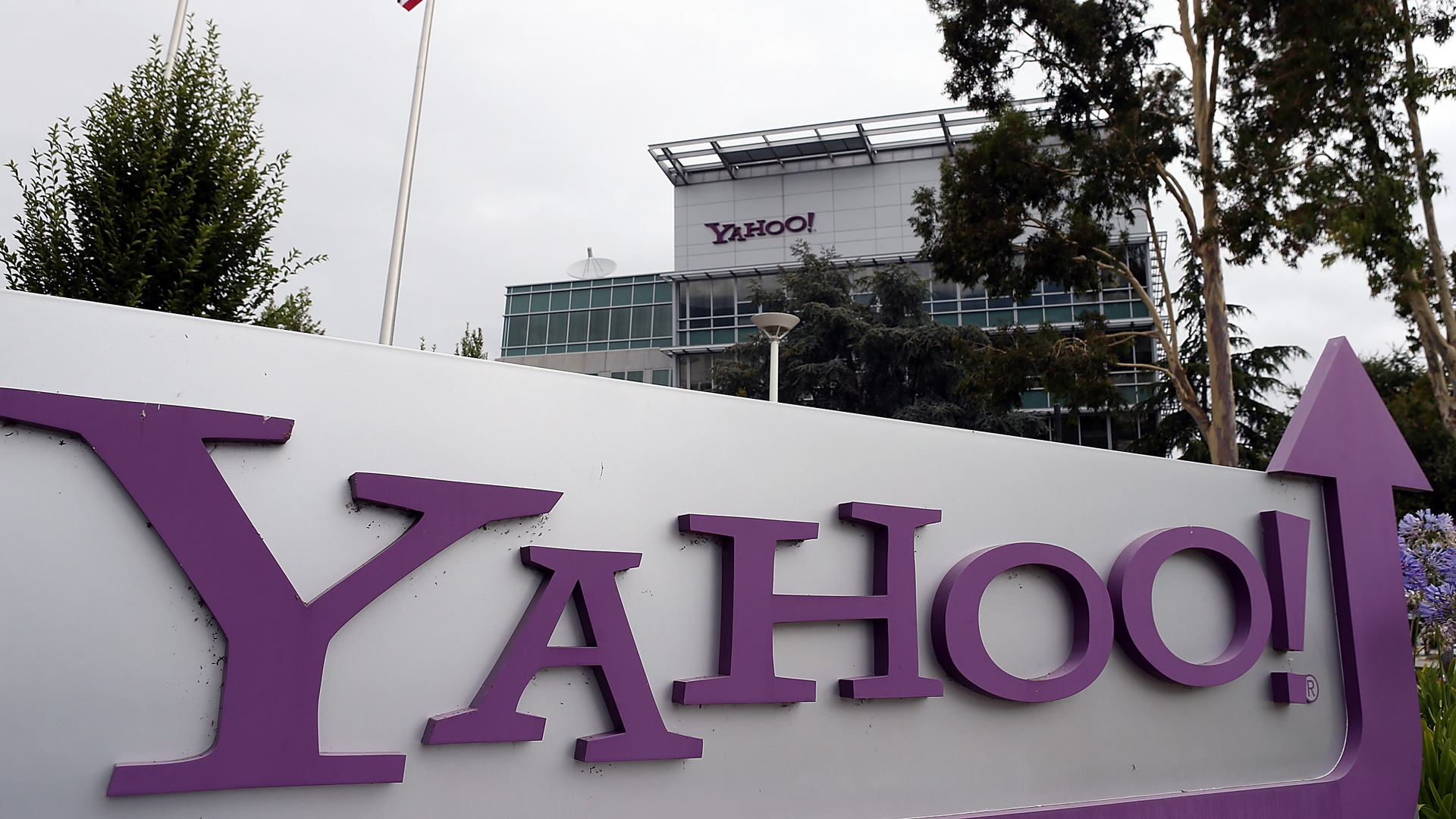 The Yahoo logo is displayed in front of the Yahoo headquarters on July 17, 2012, in Sunnyvale, California. (Credit: Justin Sullivan/Getty Images)