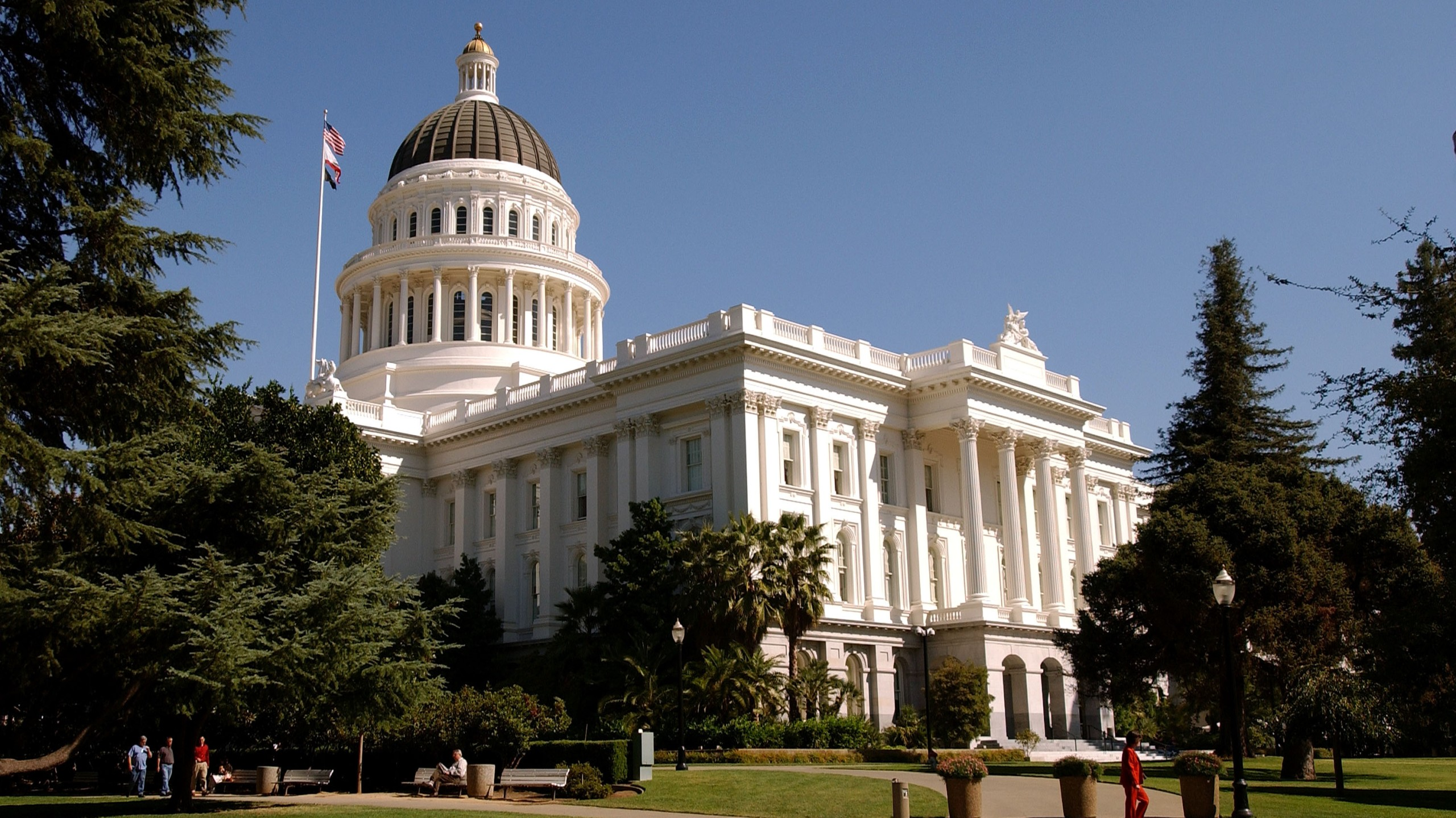 The California state Capitol building is seen on Oct. 9, 2003 in Sacramento. (Credit: David Paul Morris/Getty Images)