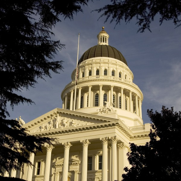 An exterior of the state capitol is shown on January 5, 2006 in Sacramento, California. (Credit: David Paul Morris/Getty Images)