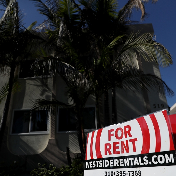 A for rent sign is posted in front of an apartment building on Feb. 1, 2017 in Los Angeles. (Credit: Justin Sullivan/Getty Images)