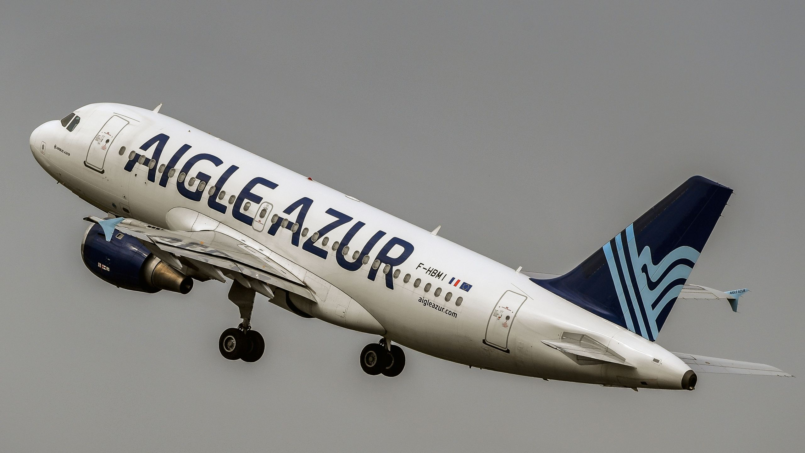An Airbus A319 aircraft of Weaving group's French airline Aigle Azur takes off from Lille Airport in Lesquin, northern France on August 25, 2017. (Credit: PHILIPPE HUGUEN/AFP/Getty Images)