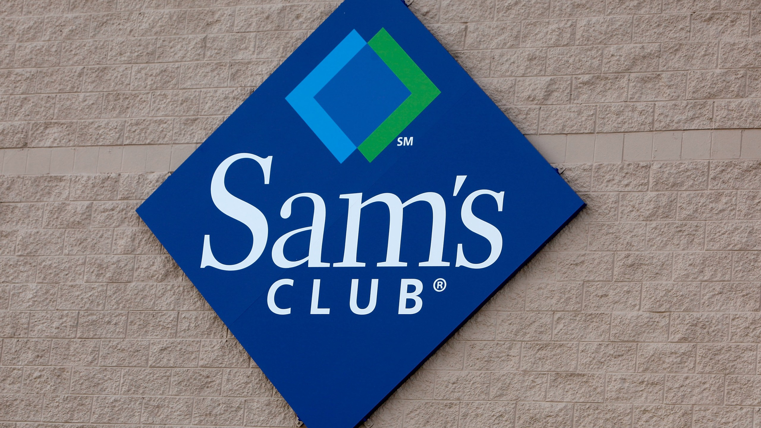 A sign hangs on the side of a Sam's Club store Jan. 12, 2010 in Rolling Meadows, Illinois. (Credit: Scott Olson/Getty Images)