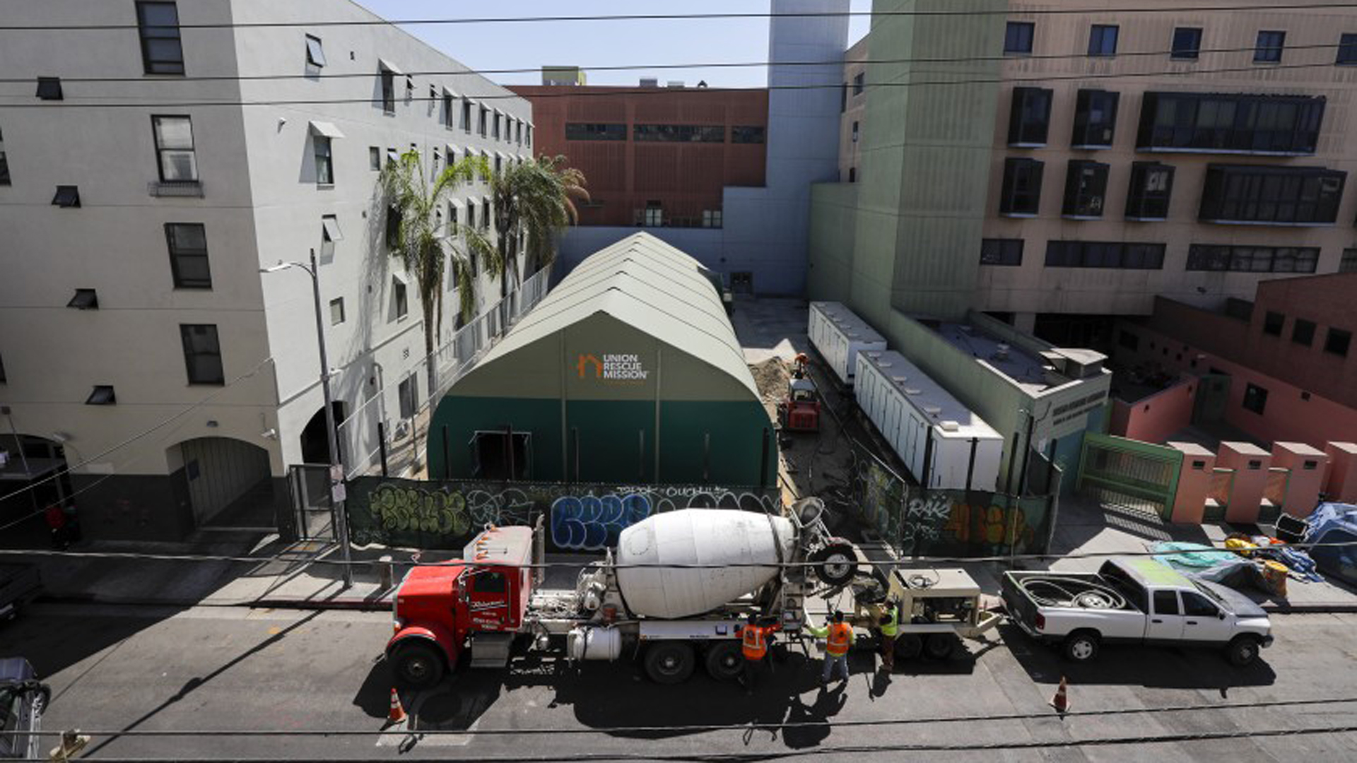 "A large ""membrane tent"" at Union Rescue Mission will be used as a shelter for homeless people in Los Angeles. Trump administration officials toured a similar shelter this week as part of their fact finding mission on California's homelessness crisis.(Credit: Irfan Khan/Los Angeles Times)"