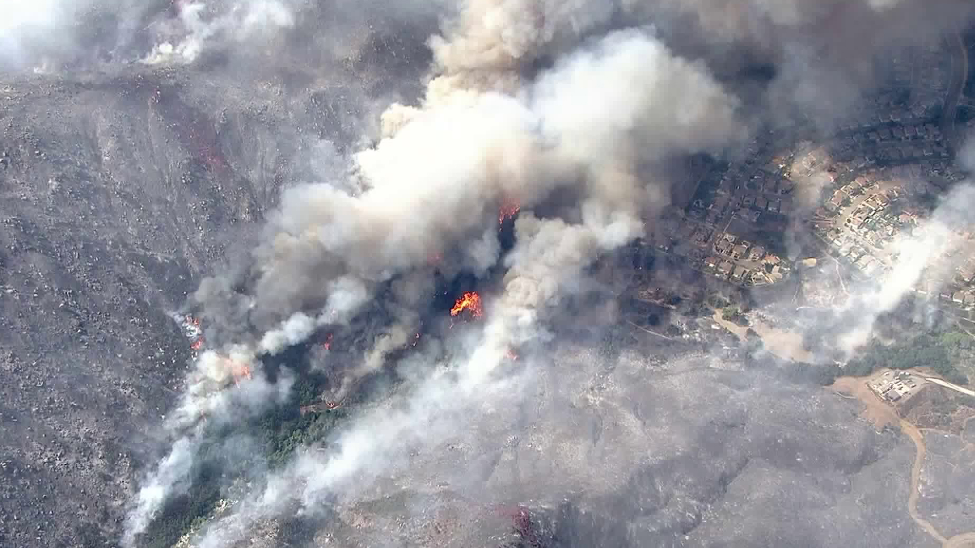 The Tenaja Fire burns dangerously close to homes in the Murrieta area on Sept. 5, 2019. (Credit: KTLA)