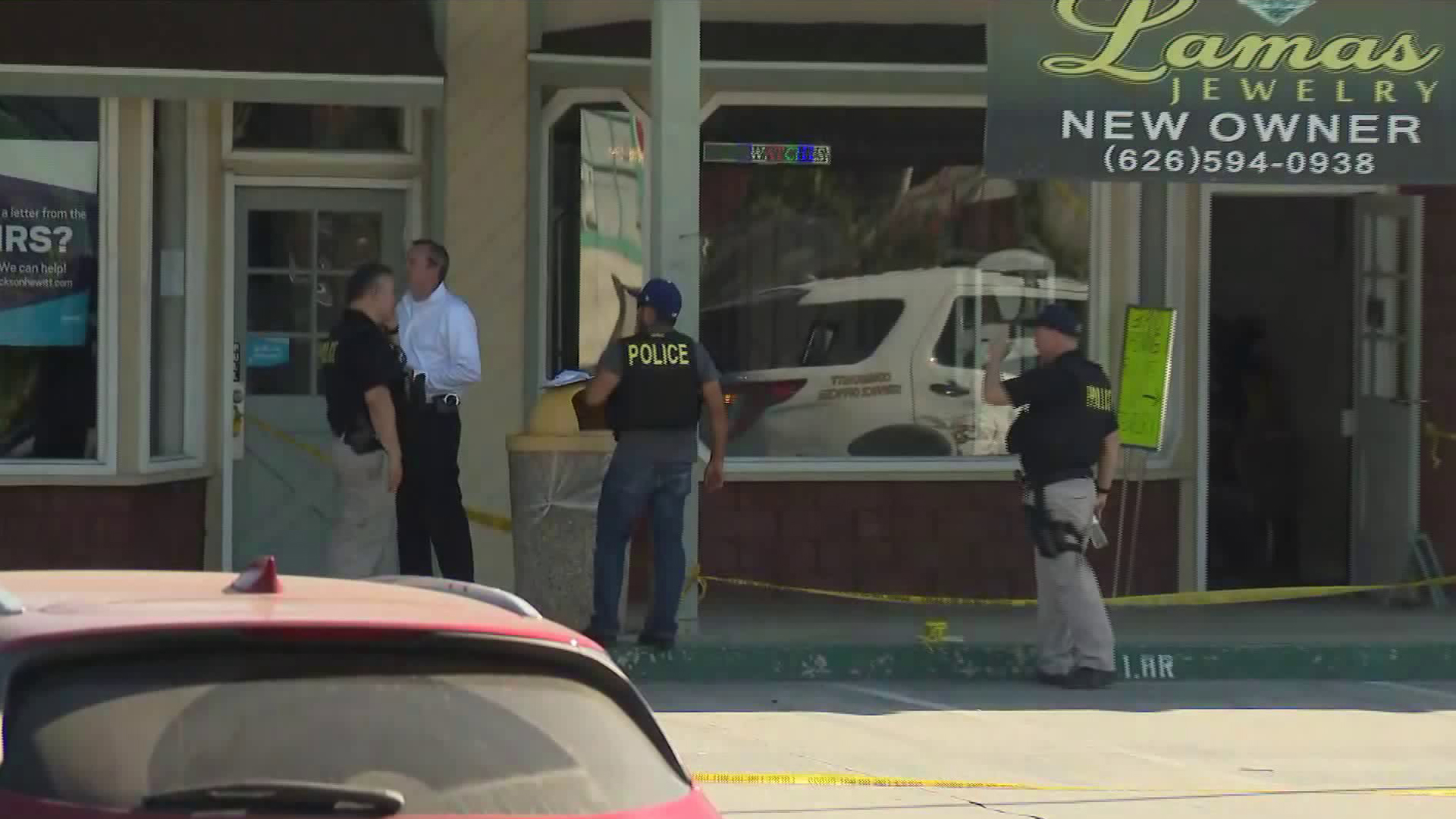 Officials investigate the scene of a jewelry store robbery that led to a fatal police shooting in Glendora on Sept. 6, 2019. (Credit: KTLA)