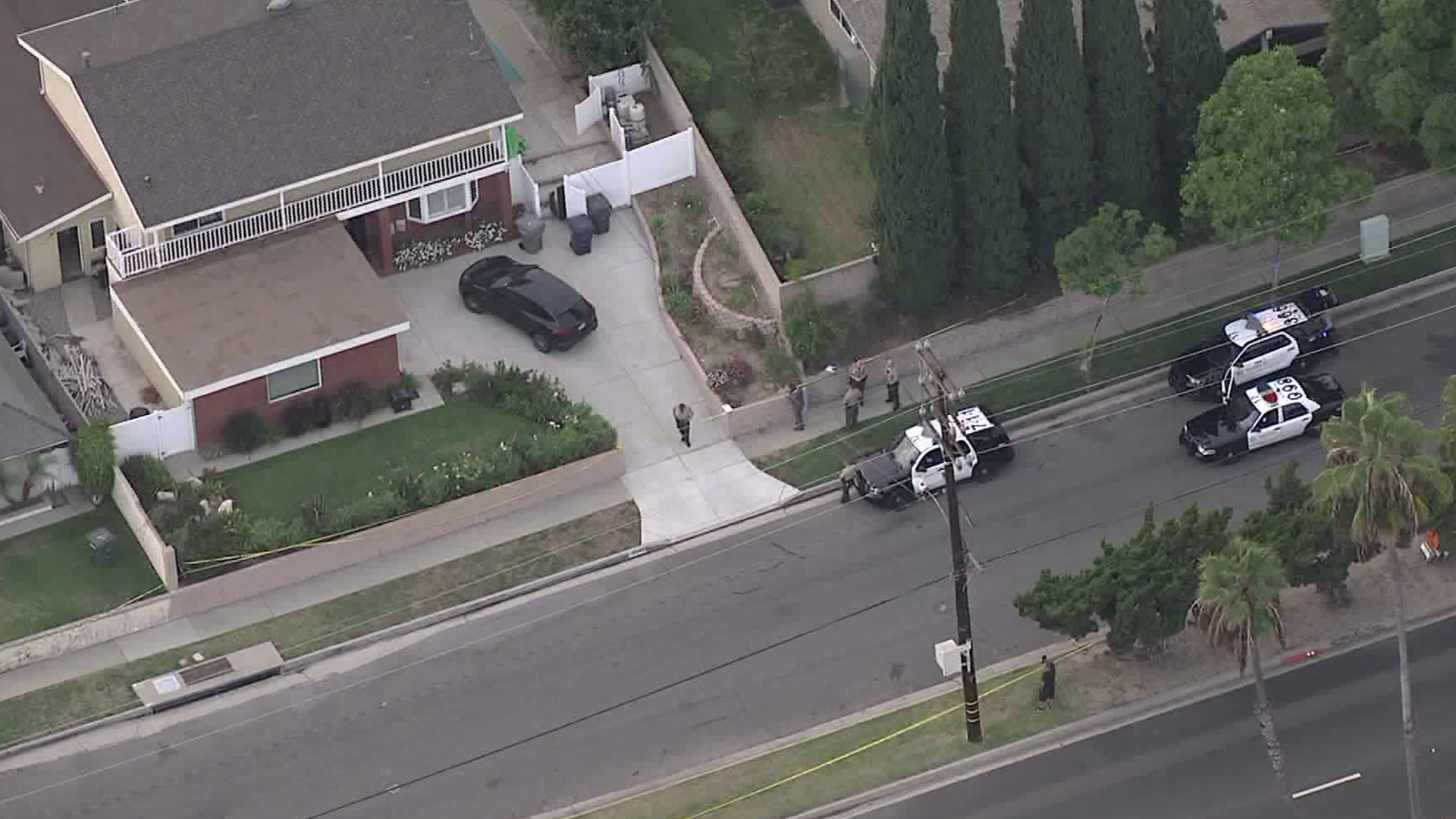 Homicide investigators respond to a Rancho Palos Verdes home after a woman was found dead there on Sept. 26, 2019. (Credit: KTLA)