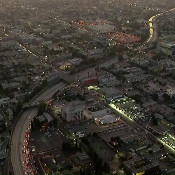 Traffic on the 101 Freeway is seen on Oct. 29, 2019. (Credit: Sky5)