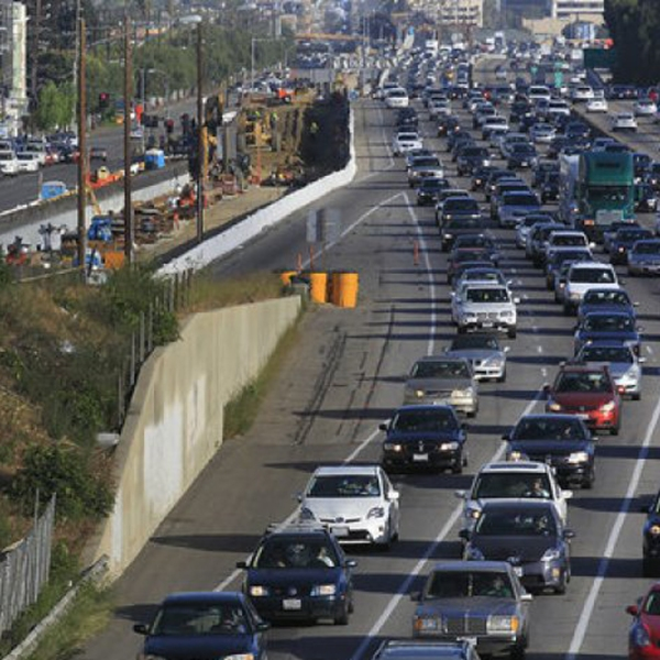 Traffic crawls along the northbound 405 Freeway during rush hour in Westwood in this undated photo.(Credit: Brian van der Brug / Los Angeles Times)