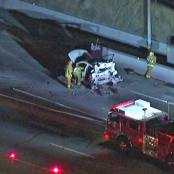Emergency crews respond to a fatal crash on the 405 Freeway on Oct. 8, 2019. (Credit: KTLA)