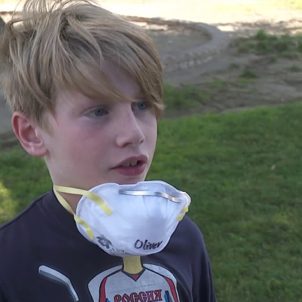 A Porter Ranch student wears a mask handed out at his school on Oct. 14, 2019. (Credit: KTLA)