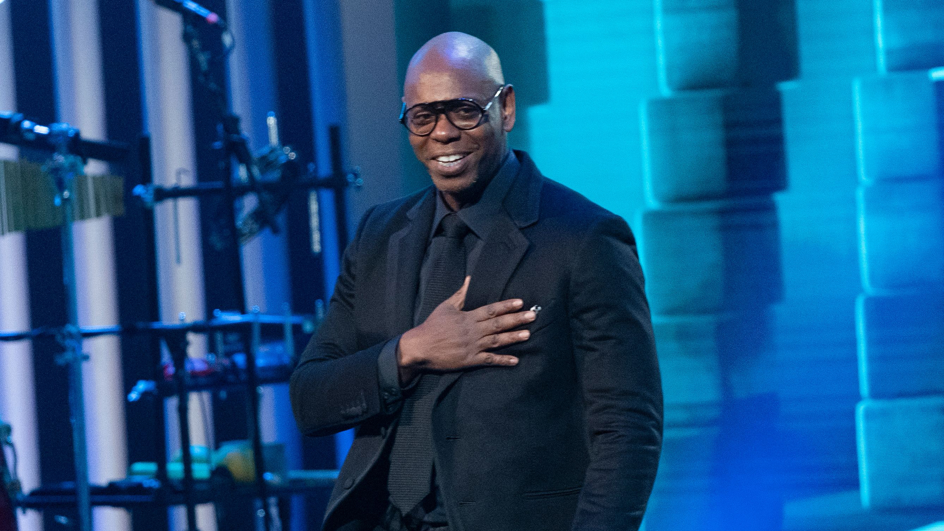 Comedian Dave Chappelle arrives on stage at the Kennedy Center for the Mark Twain Award for American Humor on October 27, 2019 in Washington, DC. - This years' award recipient is comedian Dave Chappelle. (Photo by Alex Edelman / AFP) (Photo by ALEX EDELMAN/AFP via Getty Images)