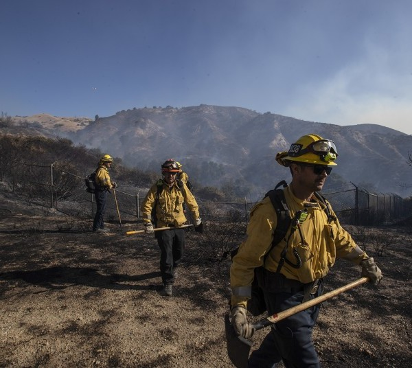 Crews head out to clear away brush in Porter Ranch while battling the Saddleridge fire Oct. 11. As of Sunday, the fire was 78% contained.(Credit: Brian van der Brug/Los Angeles Times)