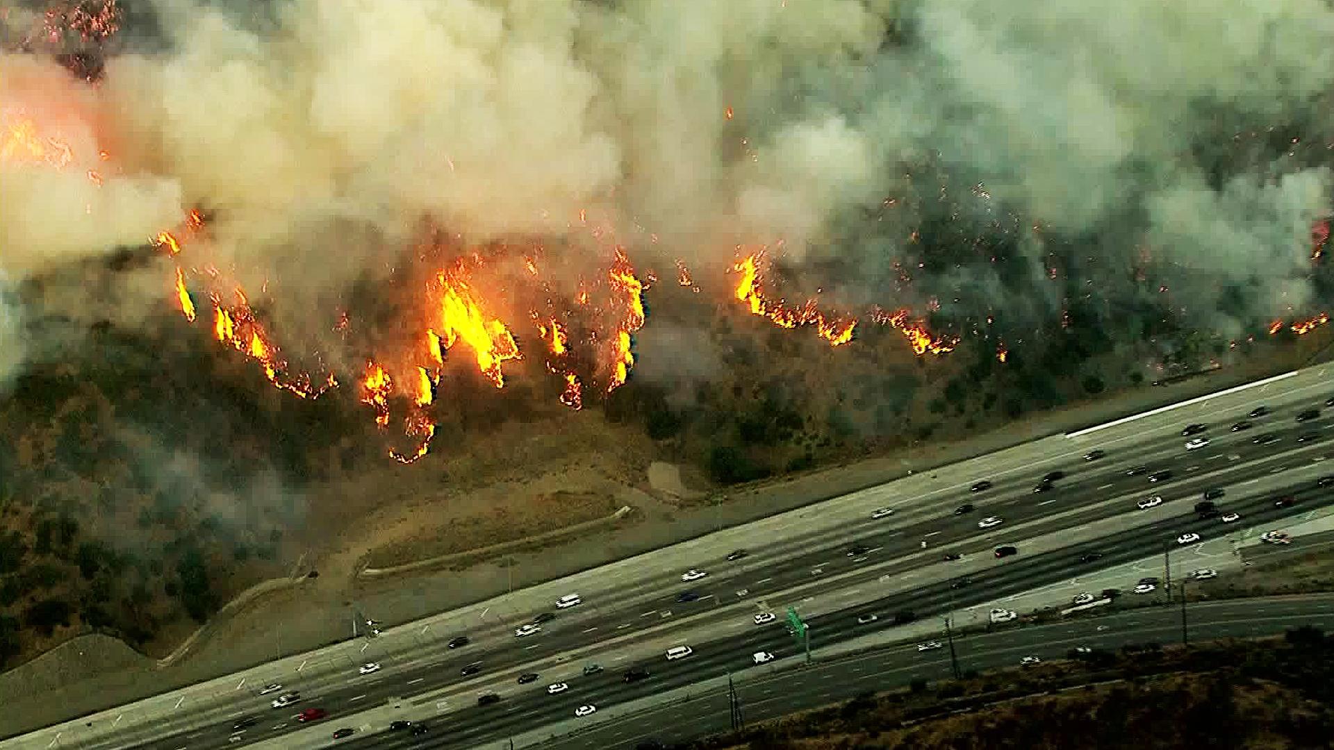The Getty Fire burns near the 405 Freeway on Oct. 28, 2019. (Credit: KTLA)