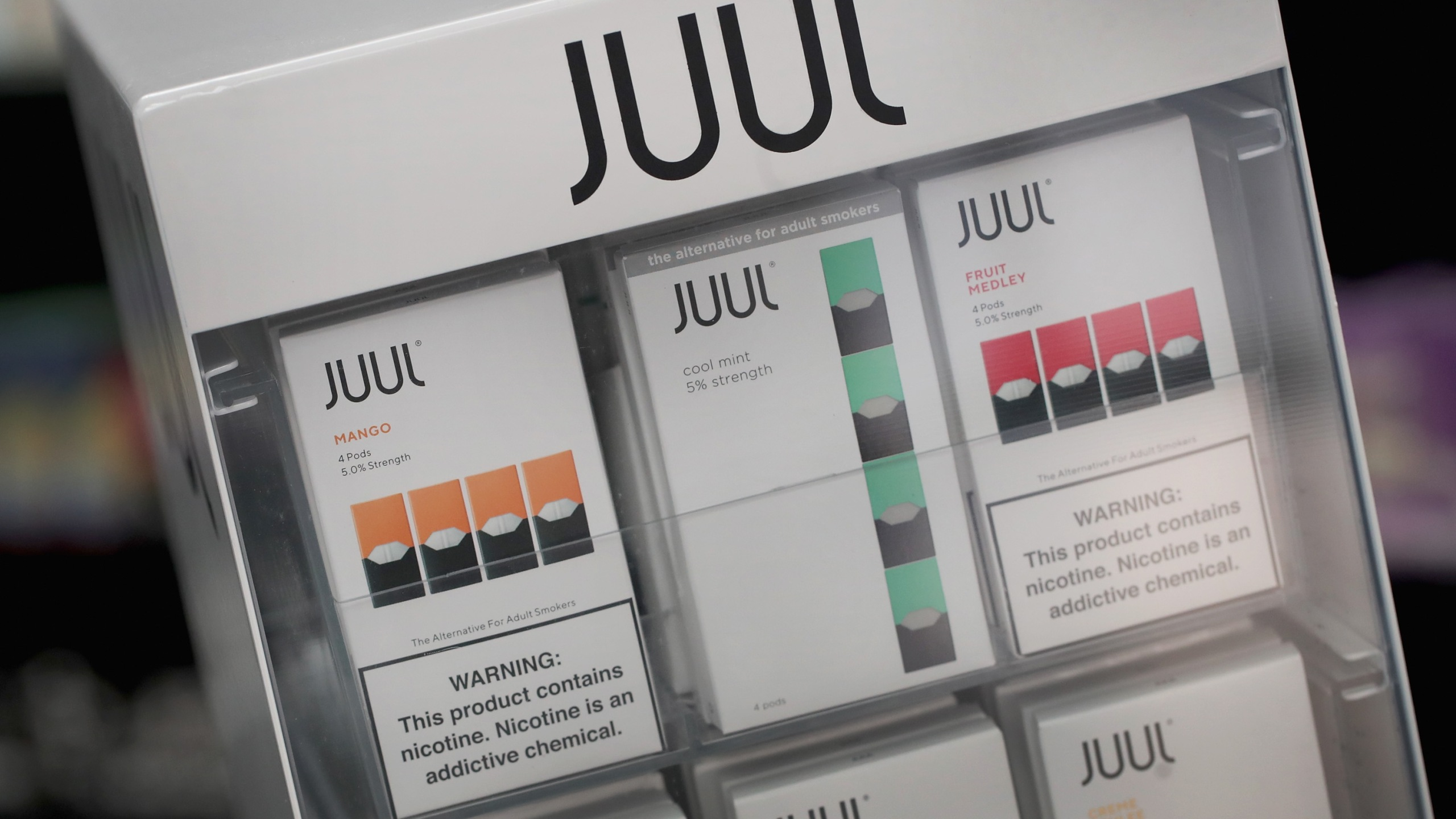 Electronic cigarettes and pods by Juul, the nation's largest maker of vaping products, are displayed for sale at the Smoke Depot in Chicago on Sept. 13, 2018. (Credit: Scott Olson / Getty Images)