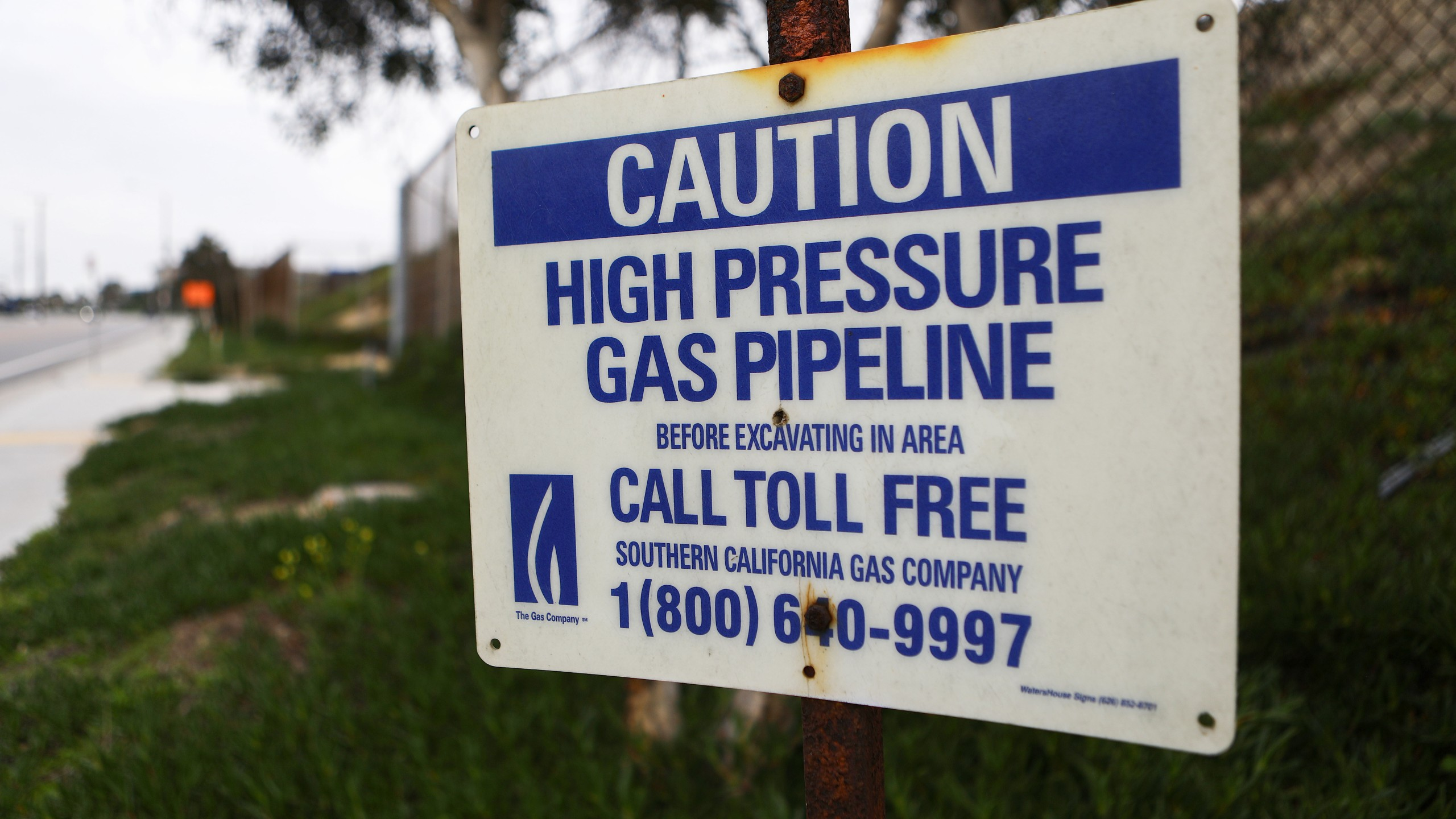 A sign warns of a gas pipeline mounted in El Segundo on Feb. 12, 2019. (Credit: Mario Tama/Getty Images)