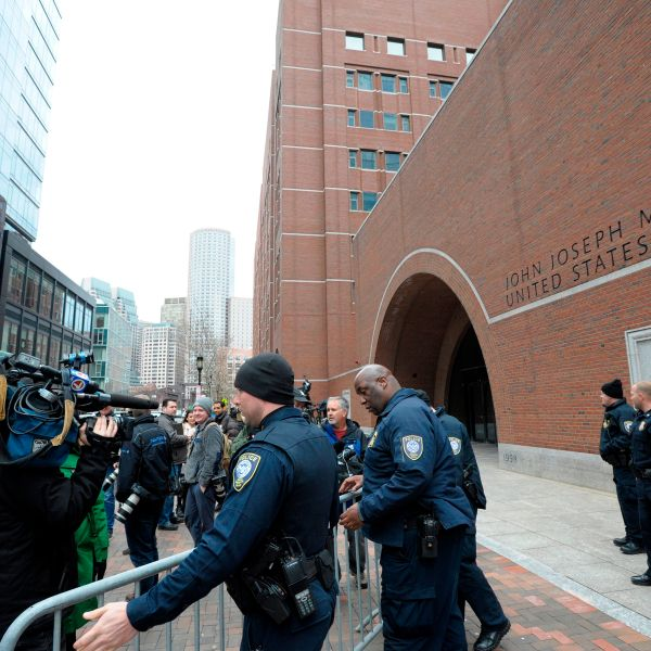 Police set up barricades at the John Joseph Moakley U.S. Courthouse during a hearing on the college admissions scandal on March 29, 2019, in Boston. (Credit: JOSEPH PREZIOSO/AFP/Getty Images)