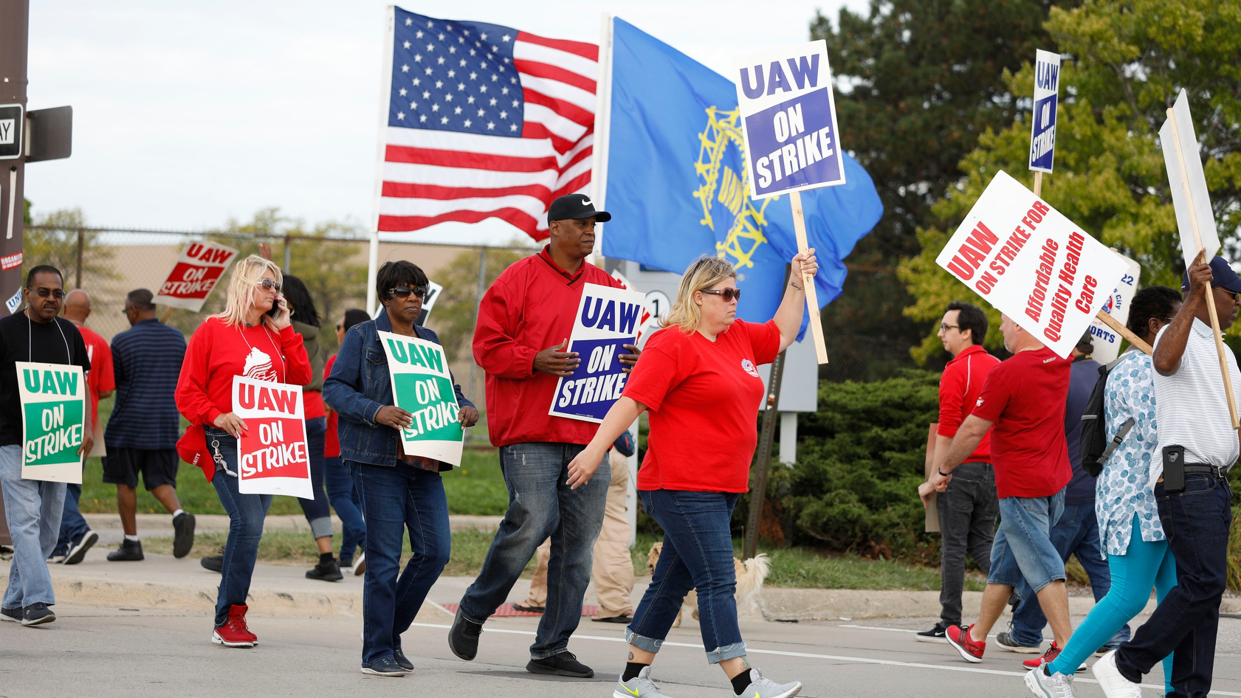 Striking United Auto Workers (UAW) union members picket at the General Motors Detroit-Hamtramck Assembly Plant on Sept. 25, 2019, in Detroit, Mich. (Credit: Bill Pugliano/Getty Images)